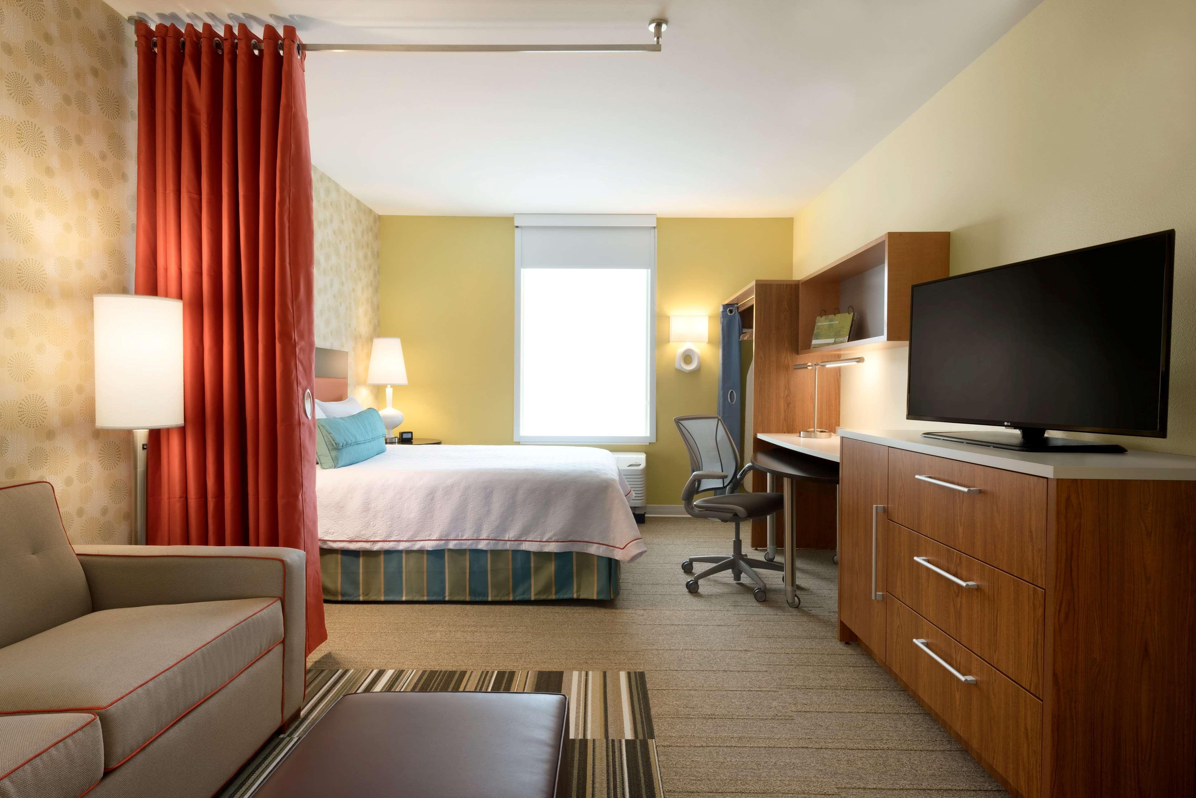 Home2 Suites by Hilton Roseville Minneapolis image 0