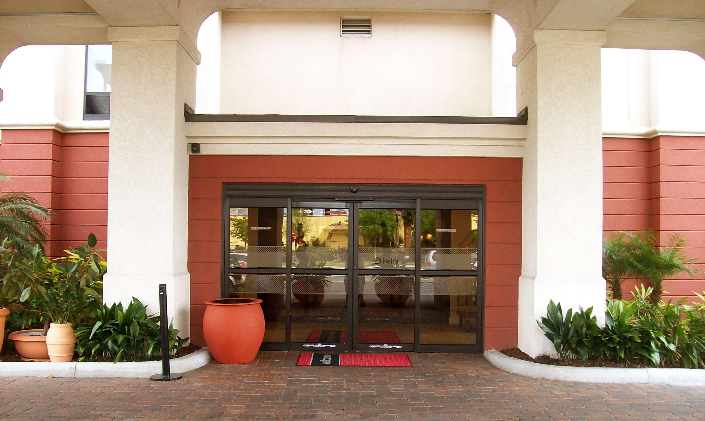 Hampton Inn & Suites Orlando Intl Dr N image 2