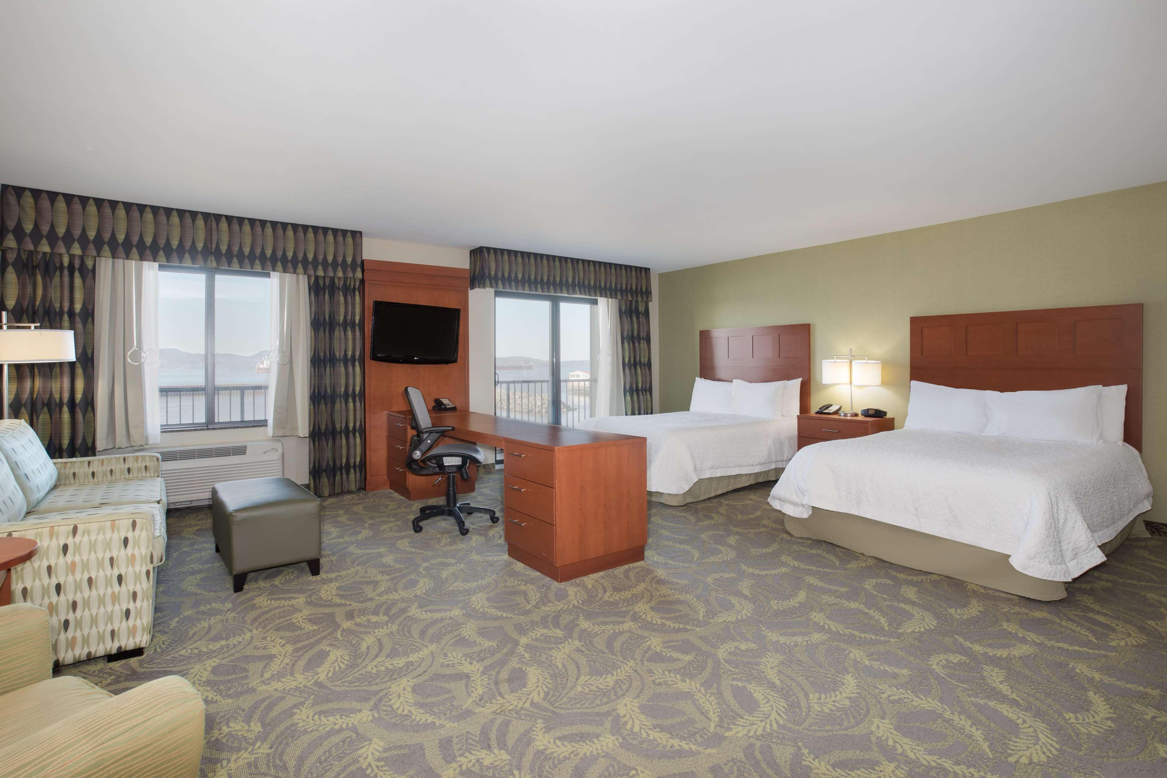 Hampton Inn & Suites Astoria image 31