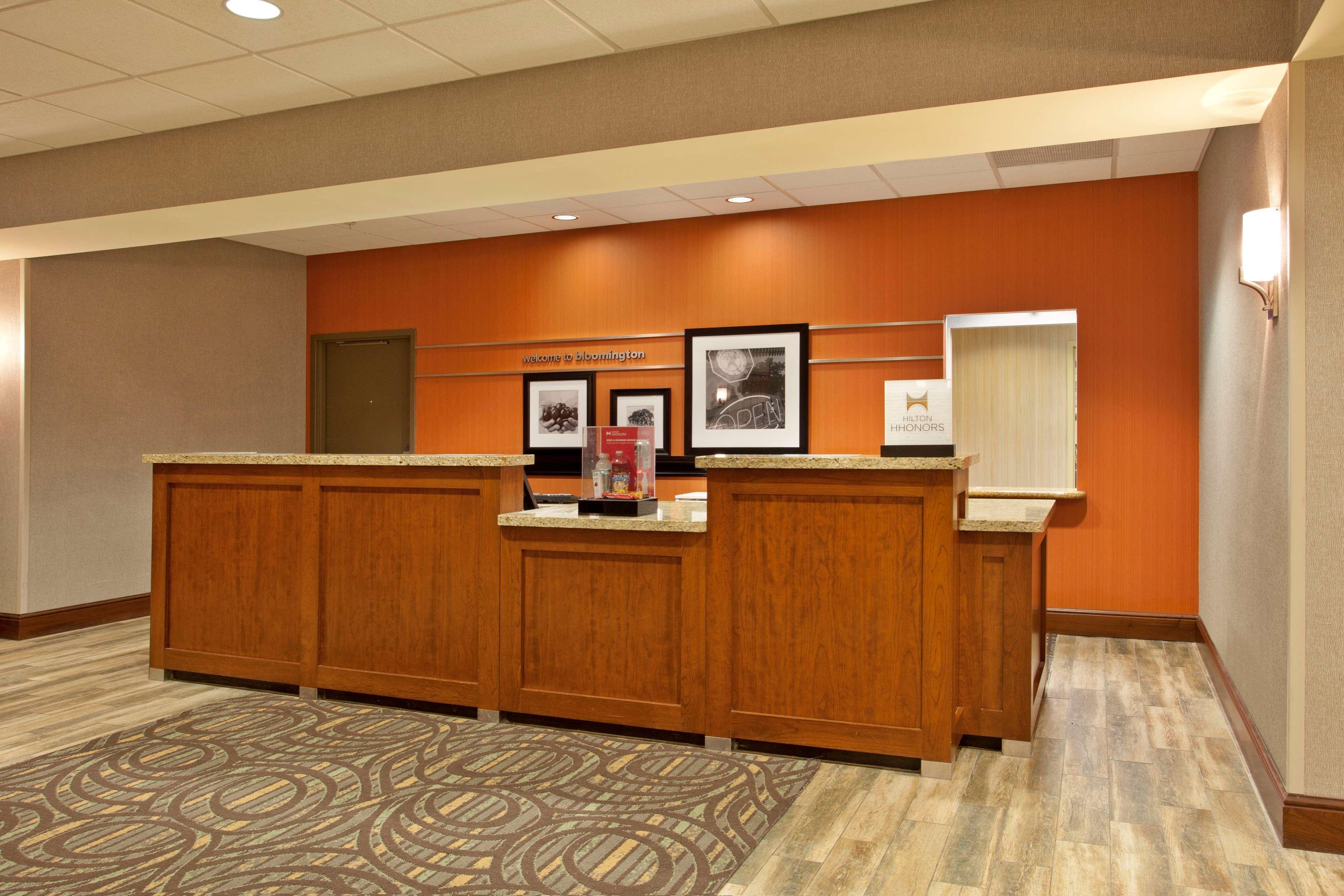 Hampton Inn Suites Minneapolis St Paul Arpt-Mall of America image 1