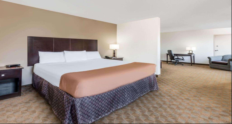 SureStay Plus Hotel by Best Western Lubbock Medical Center image 10