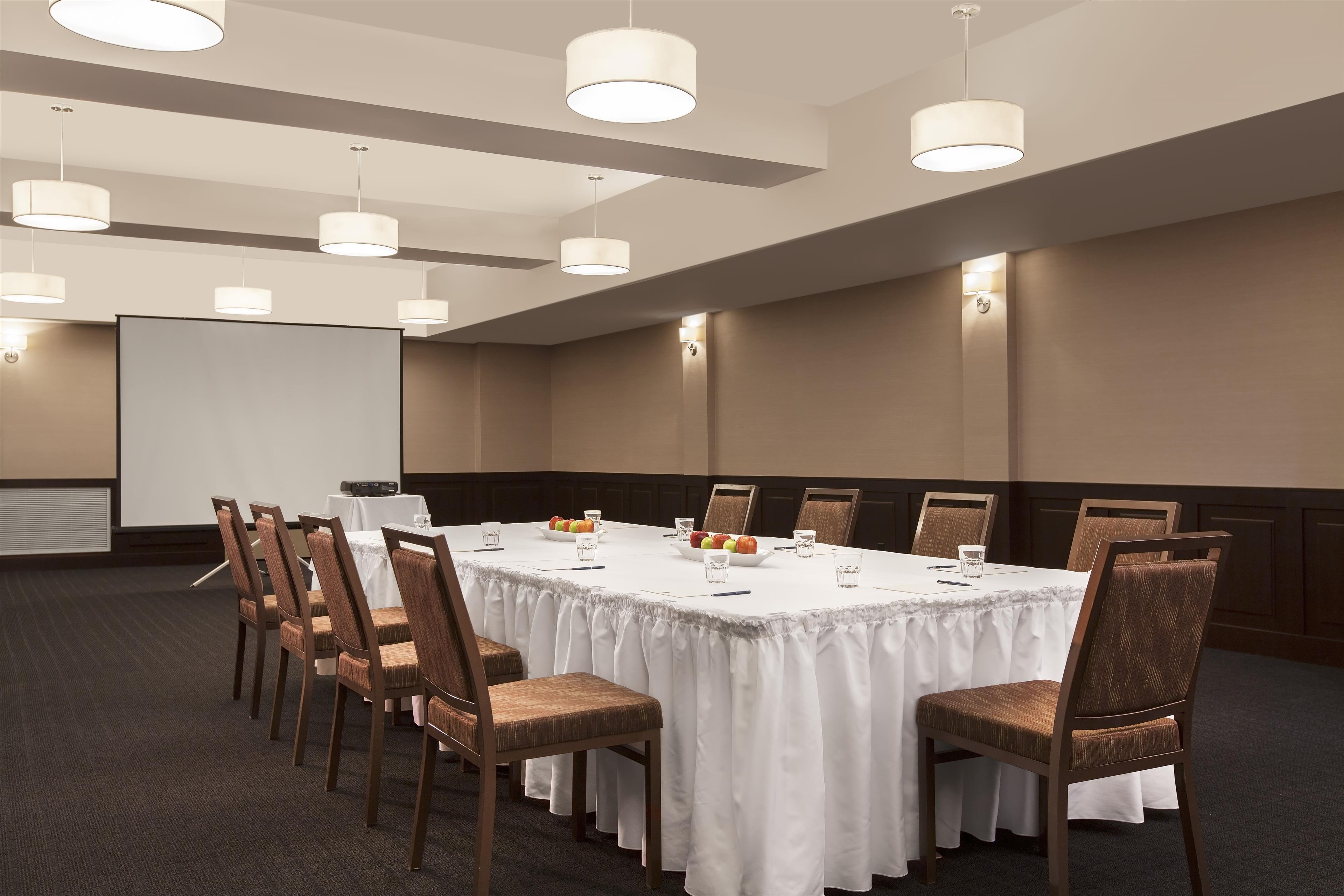Four Points by Sheraton Kamloops in Kamloops: Meeting Room