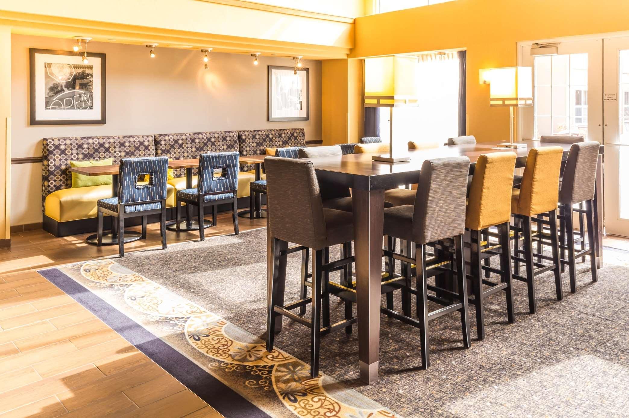 Hampton Inn & Suites Chicago/Hoffman Estates image 24