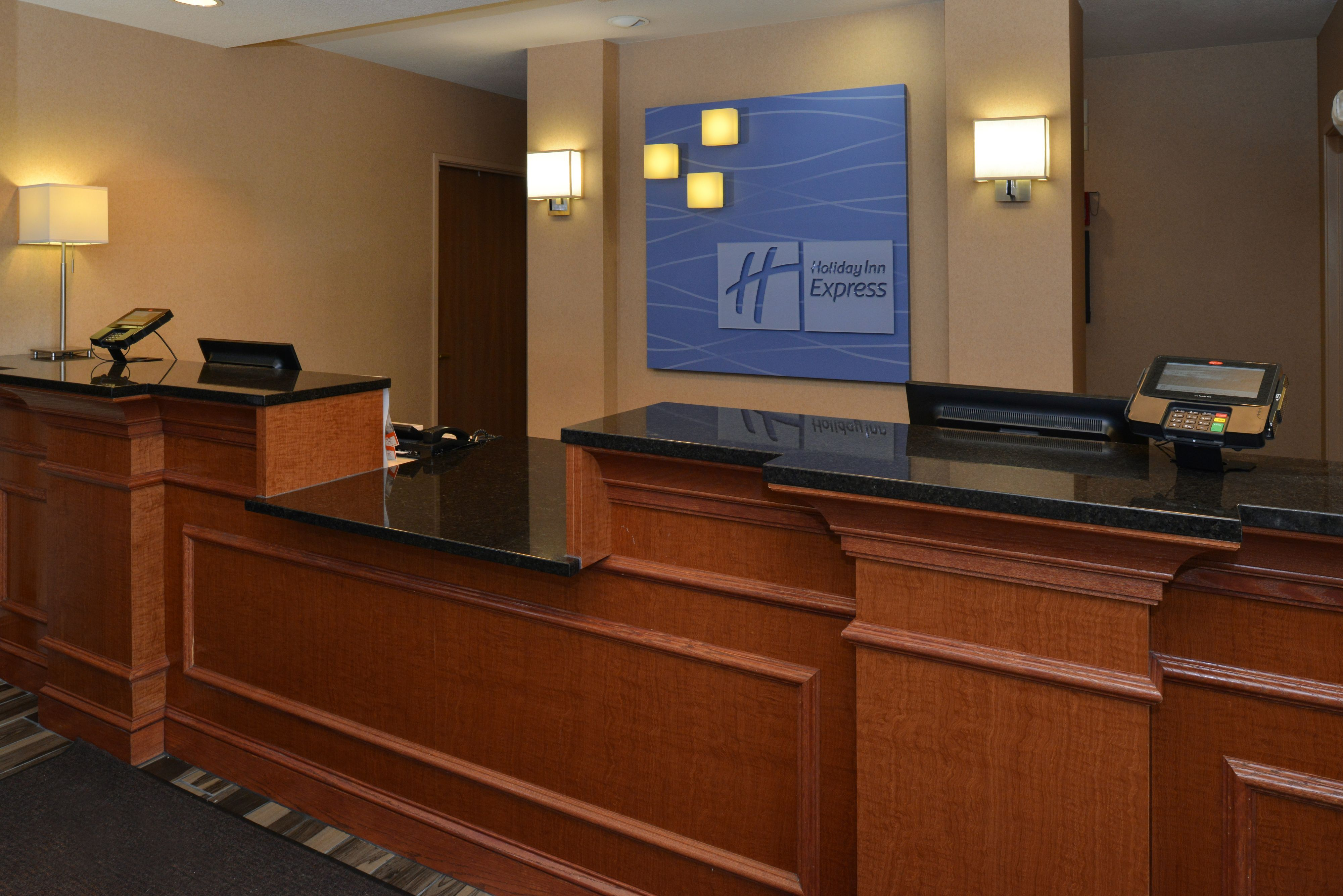 Holiday Inn Express & Suites Milwaukee-New Berlin image 4