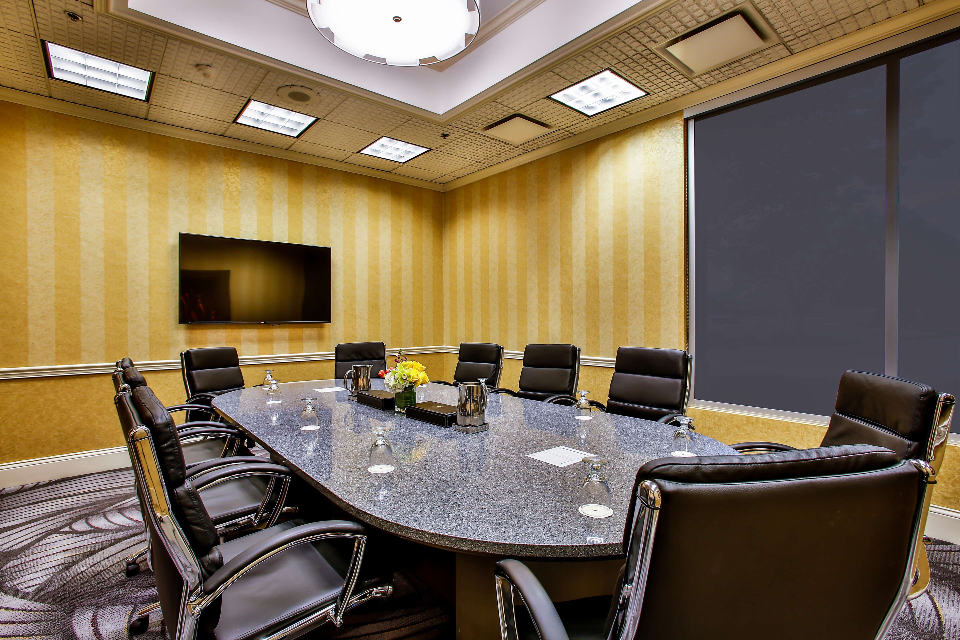DoubleTree by Hilton Hotel Chicago - Alsip image 14