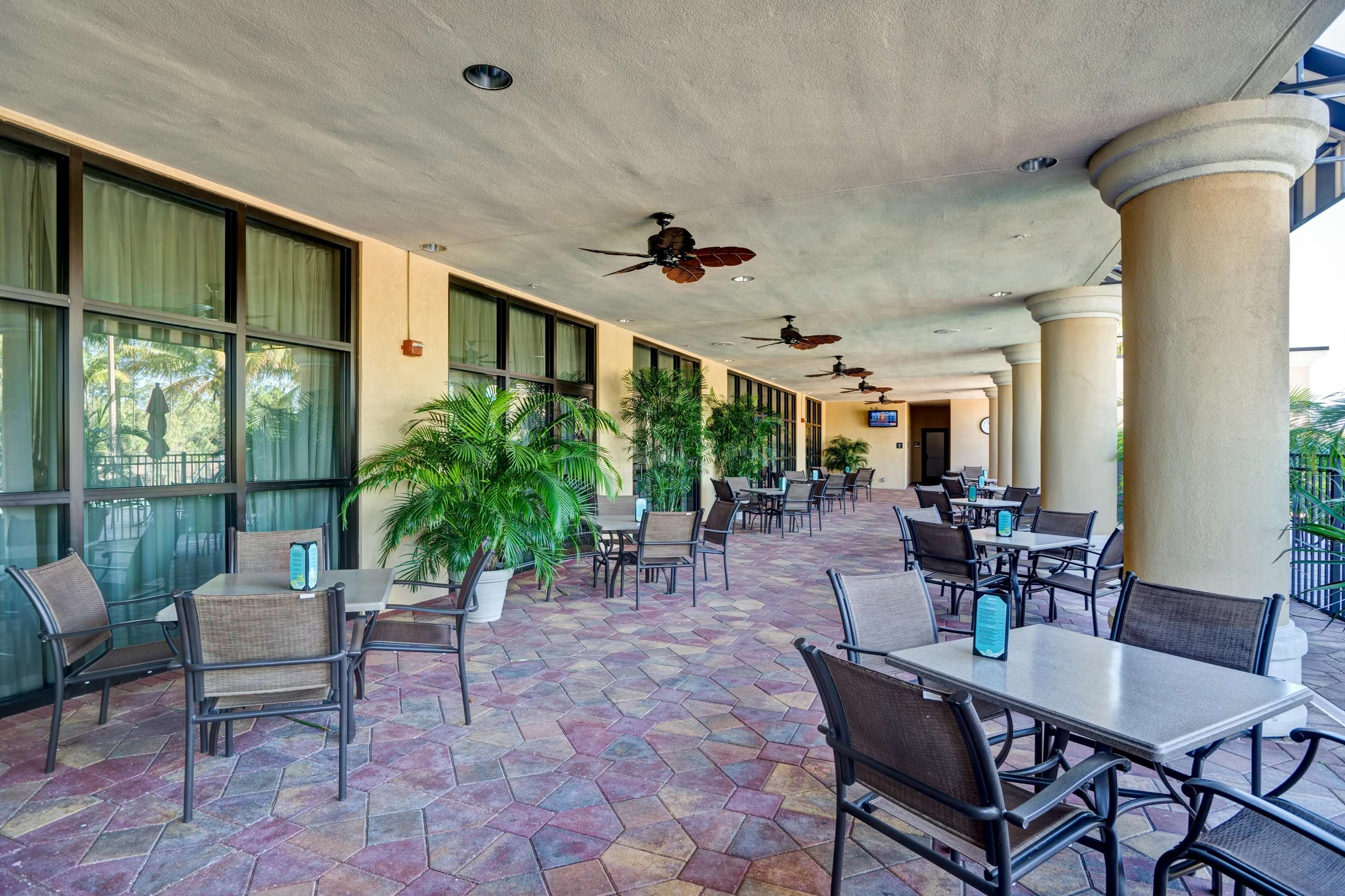 Embassy Suites by Hilton Fort Myers Estero 10450 Corkscrew Commons ...