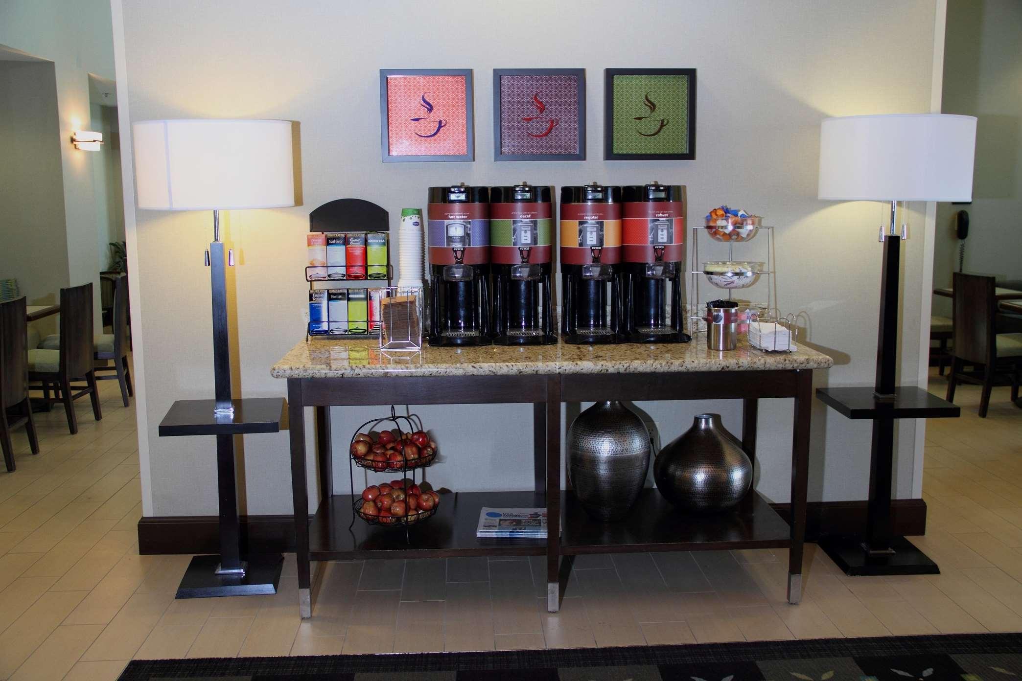 Hampton Inn & Suites Manteca image 8