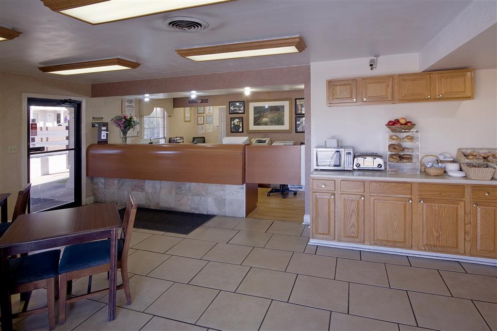 Americas Best Value Inn - Tuscaloosa image 2