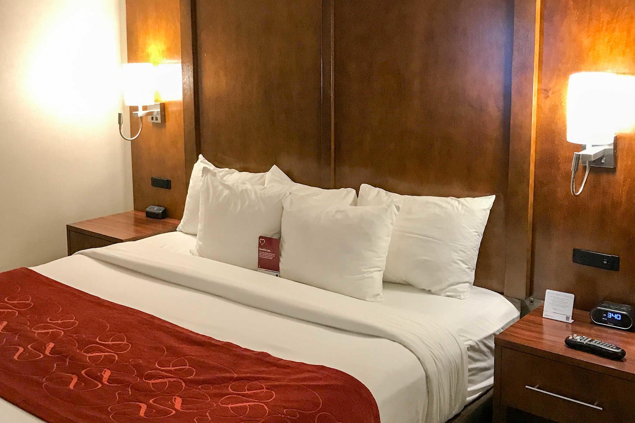 Comfort Suites Near Six Flags Magic Mountain image 25