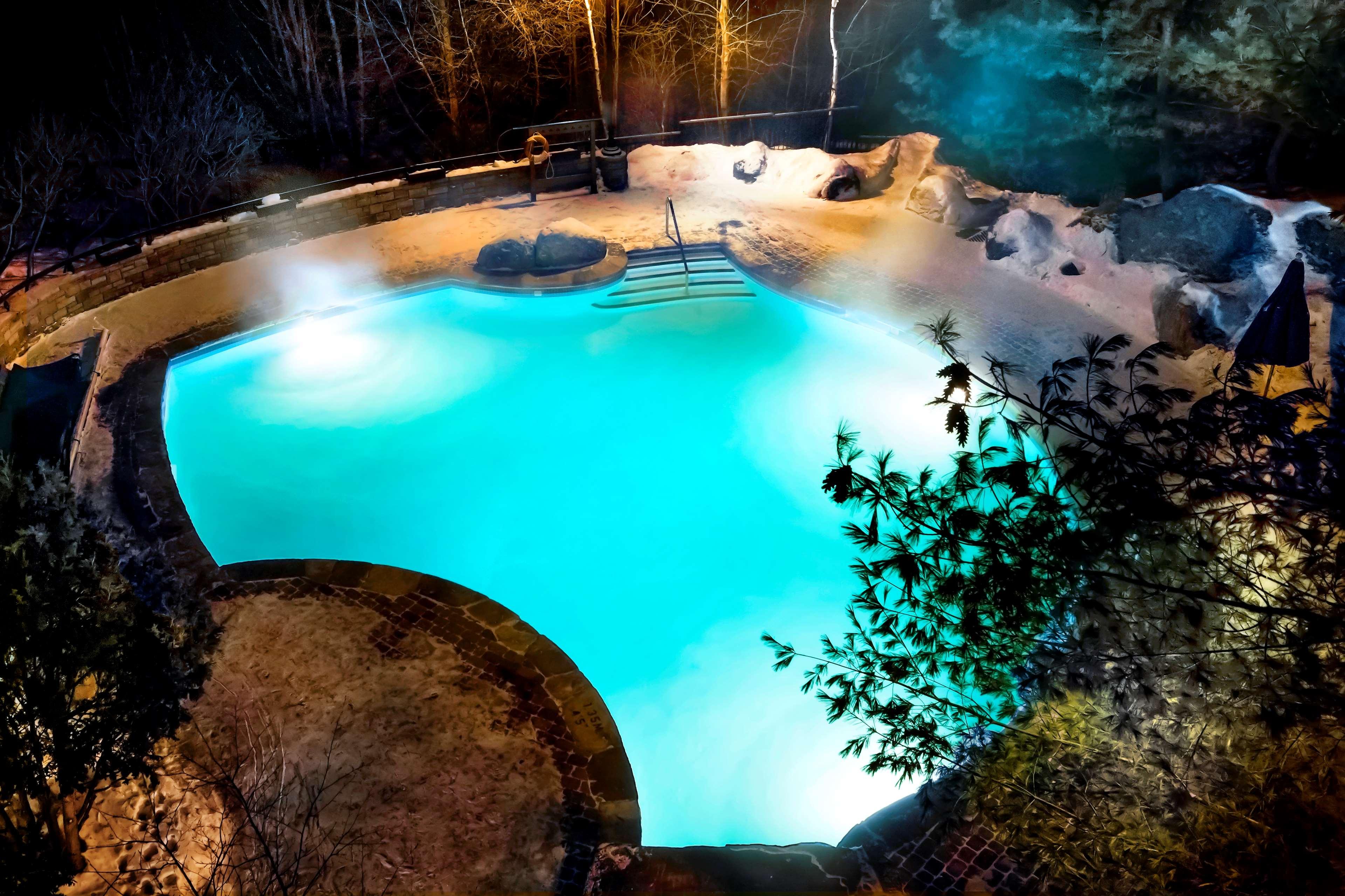 Le Westin Resort & Spa, Tremblant, Quebec à Mont Tremblant: Outdoor Saltwater Pool