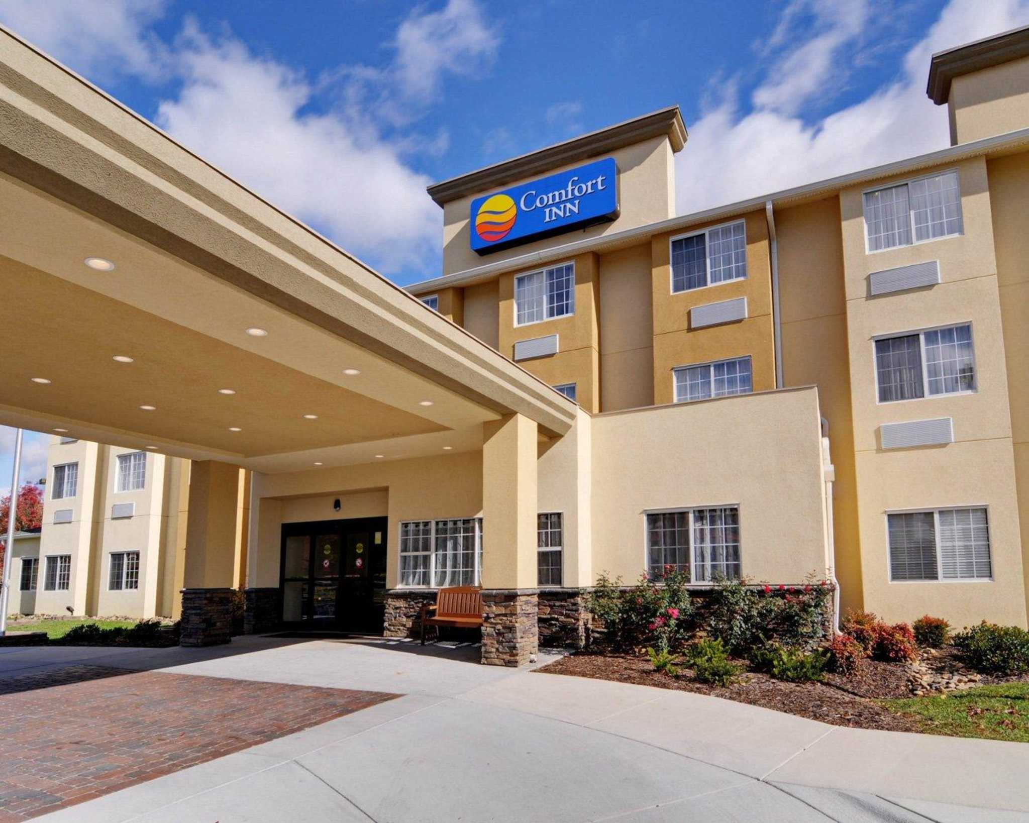 Comfort inn mount airy in mount airy nc 336 783 0 for Mont airy