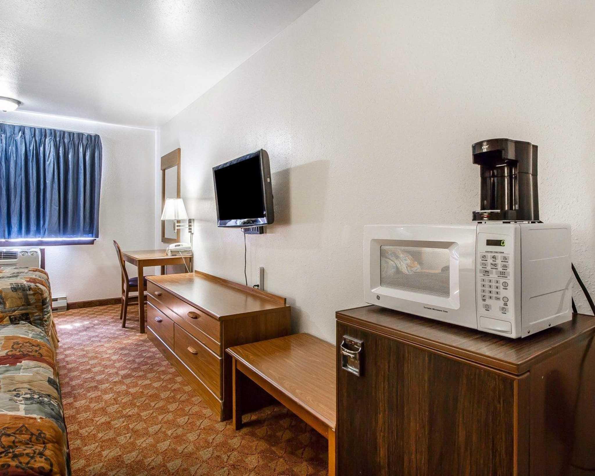 Rodeway Inn & Suites WI Madison-Northeast image 17
