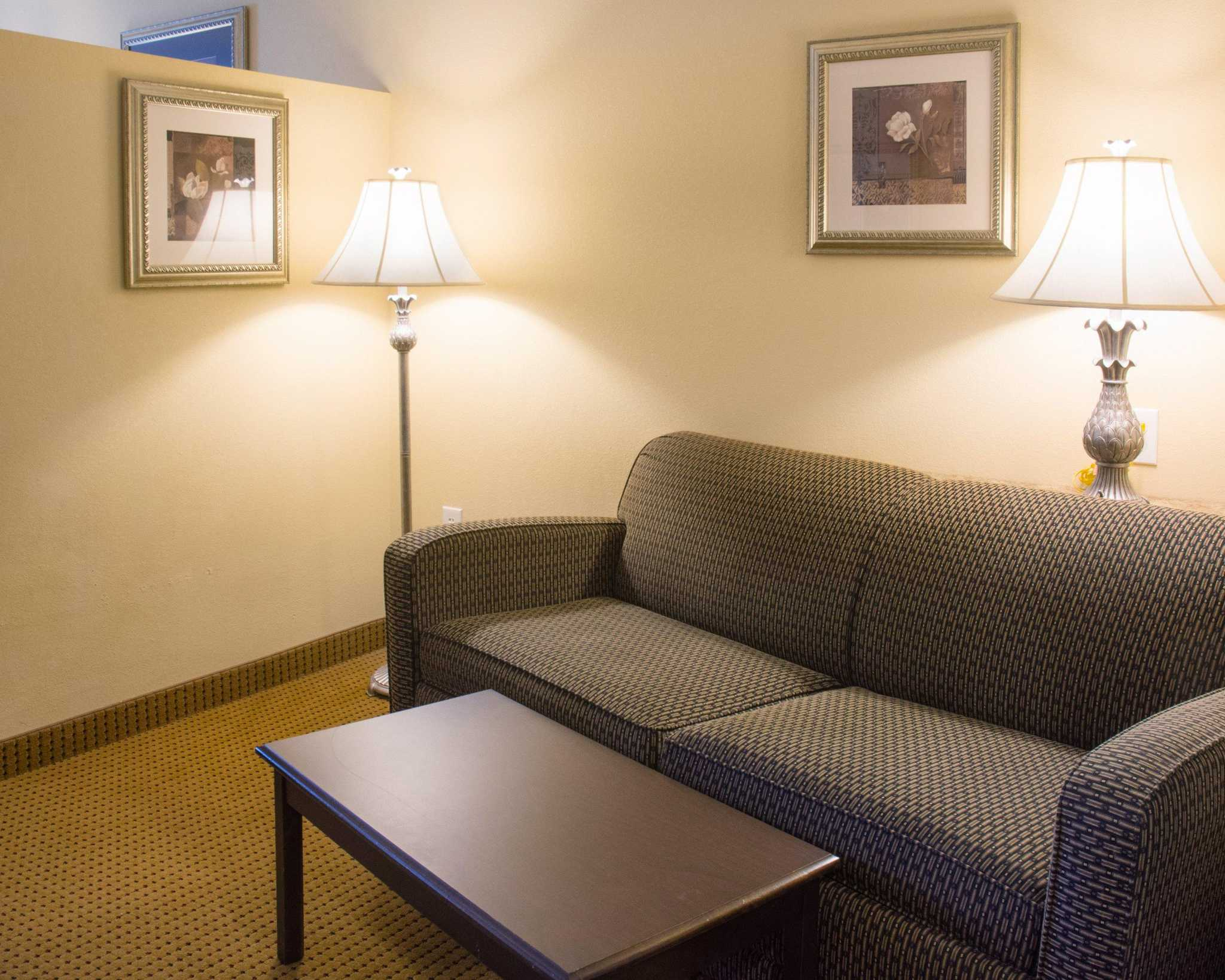 Comfort Suites Fredericksburg North image 27