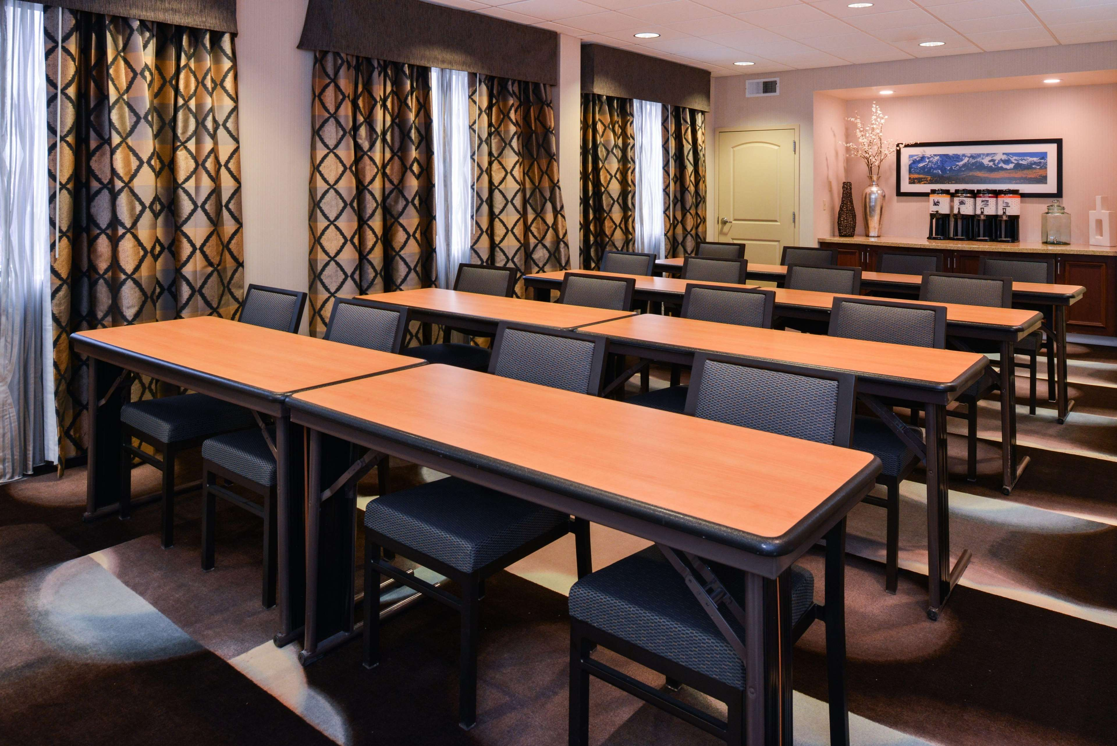 Hampton Inn & Suites Denver-Speer Boulevard image 36