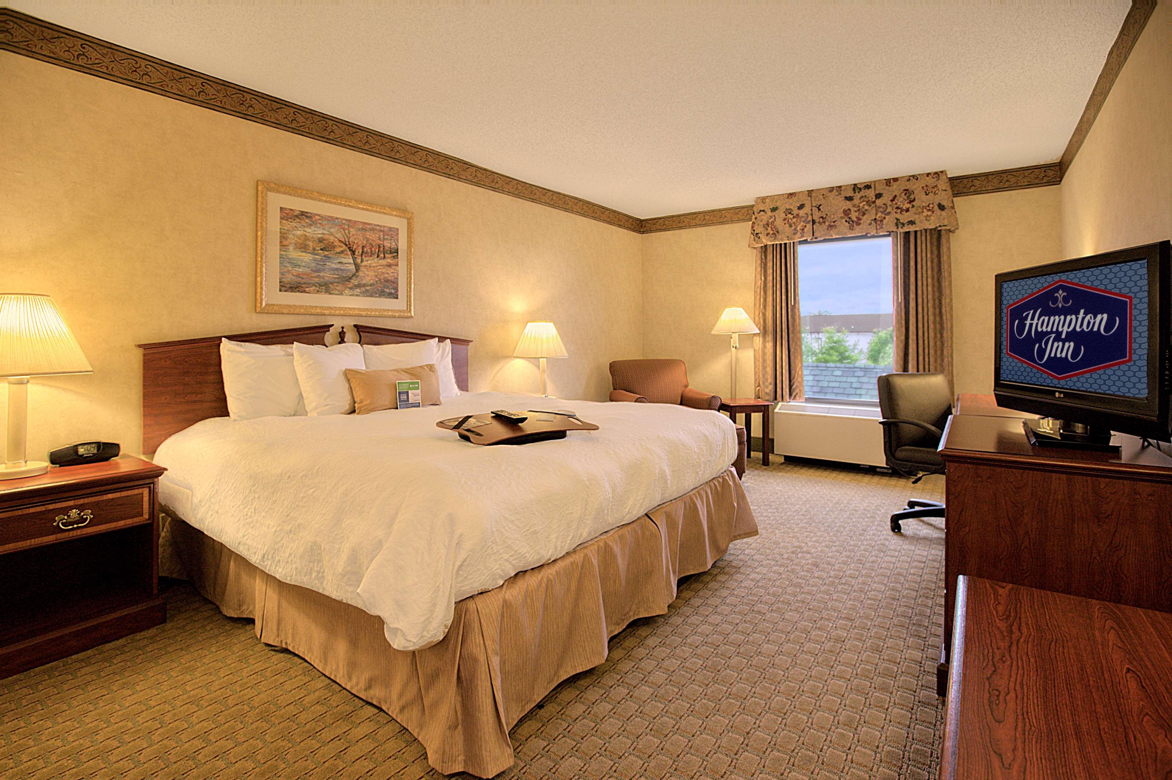 Hampton Inn & Suites Asheville-I-26 image 9