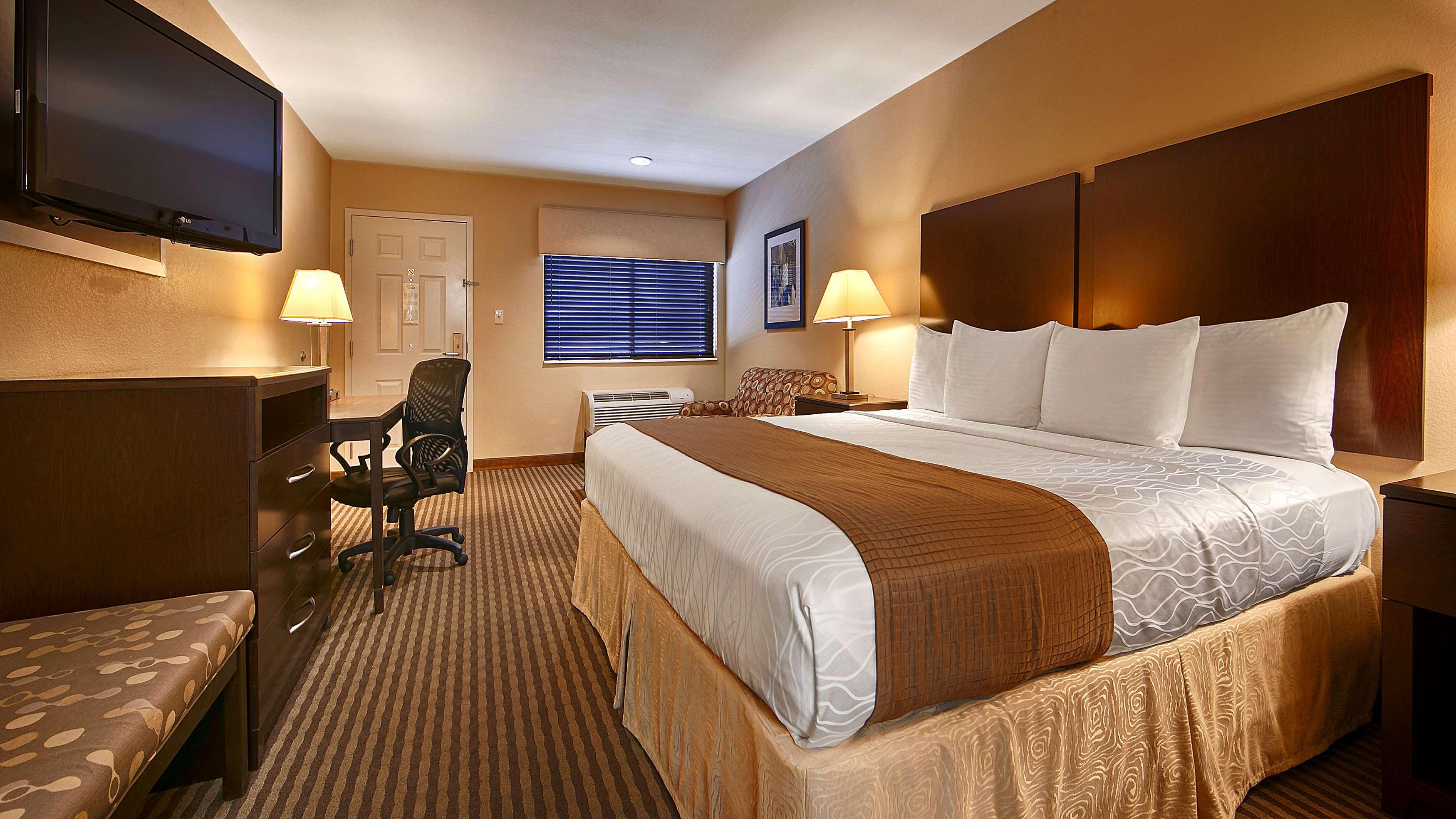 Best Western Cedar Inn image 31