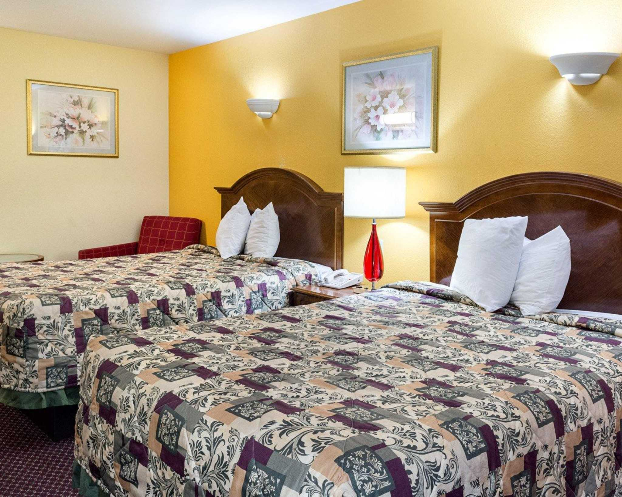 Econo Lodge Inn & Suites Carrollton Smithfield image 7