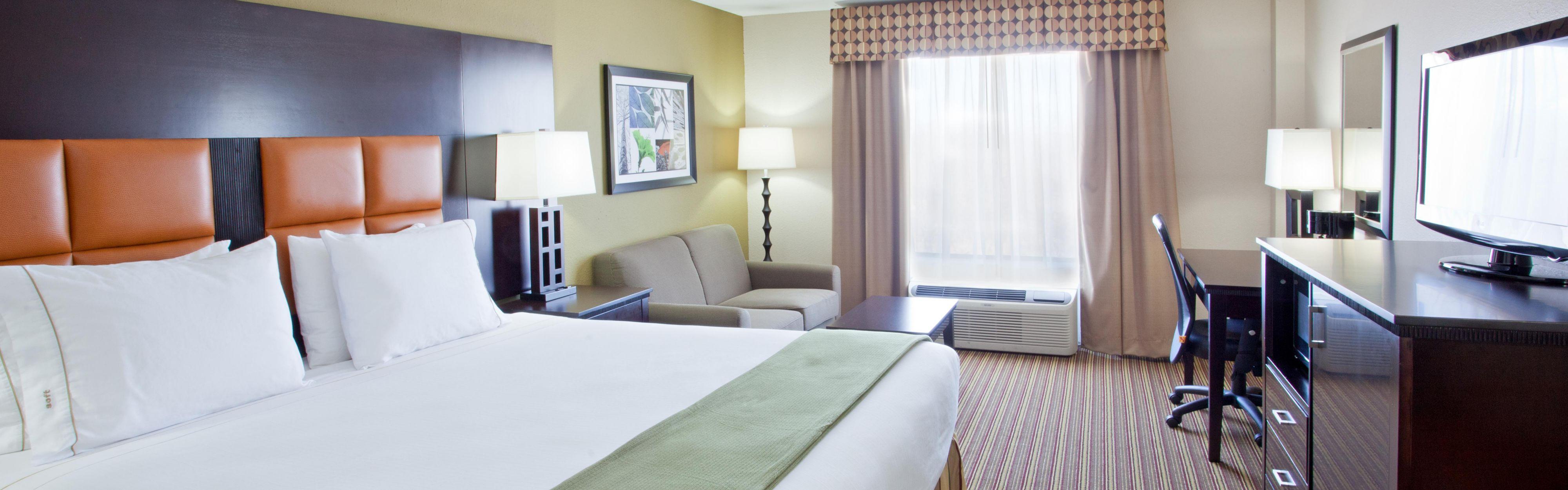Holiday Inn Express & Suites Arlington (I-20-Parks Mall) image 1