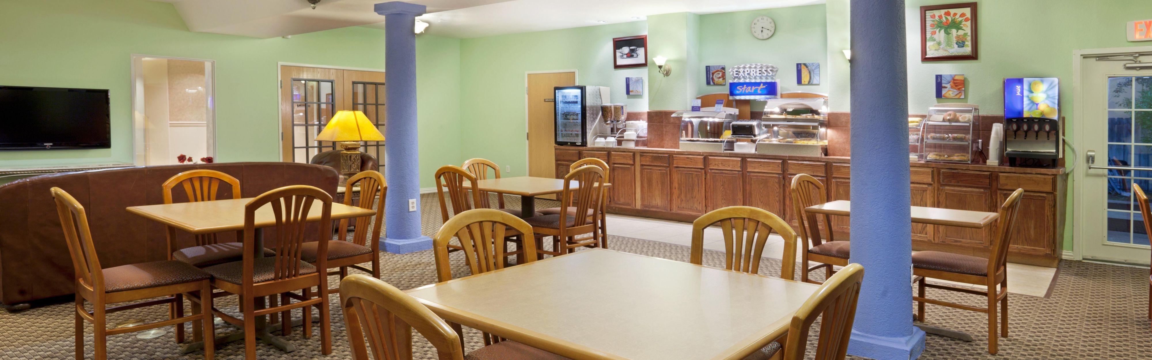 Holiday Inn Express & Suites Elgin image 3