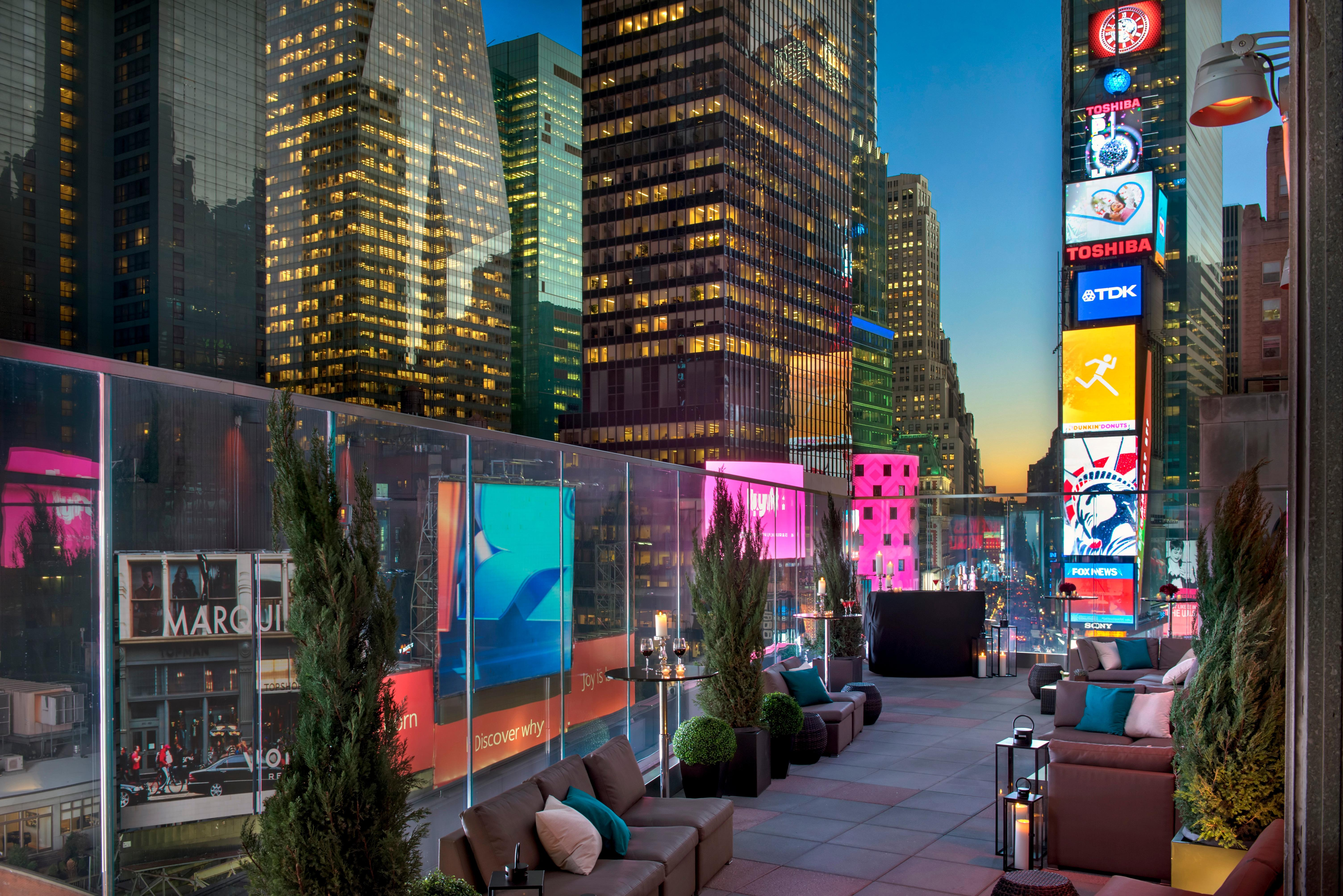 Broadway Lounge & Terrace image 2