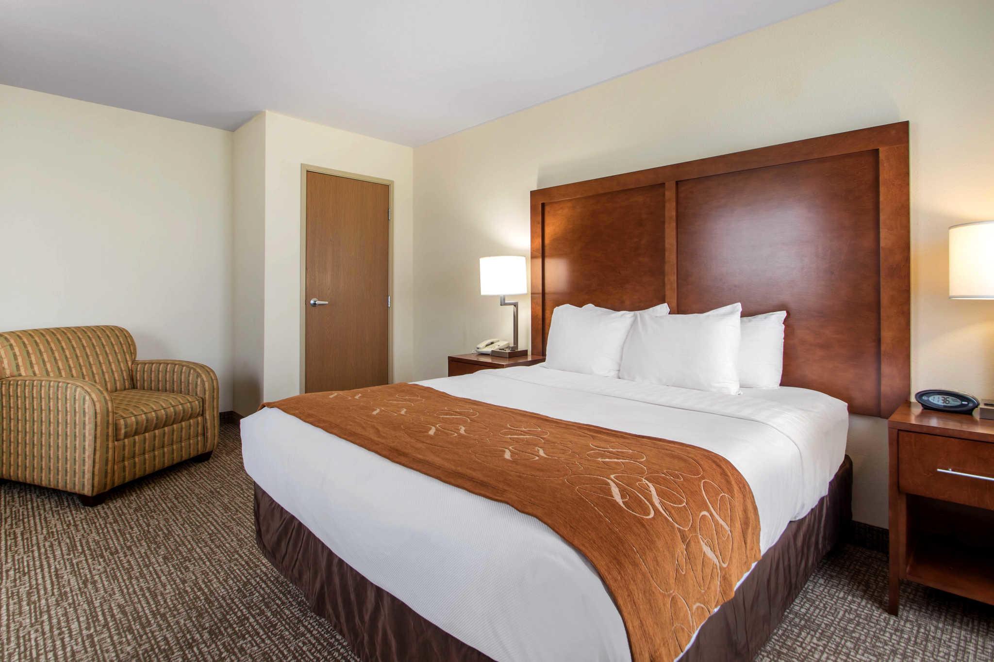 Comfort Suites Johnson Creek Conference Center image 18