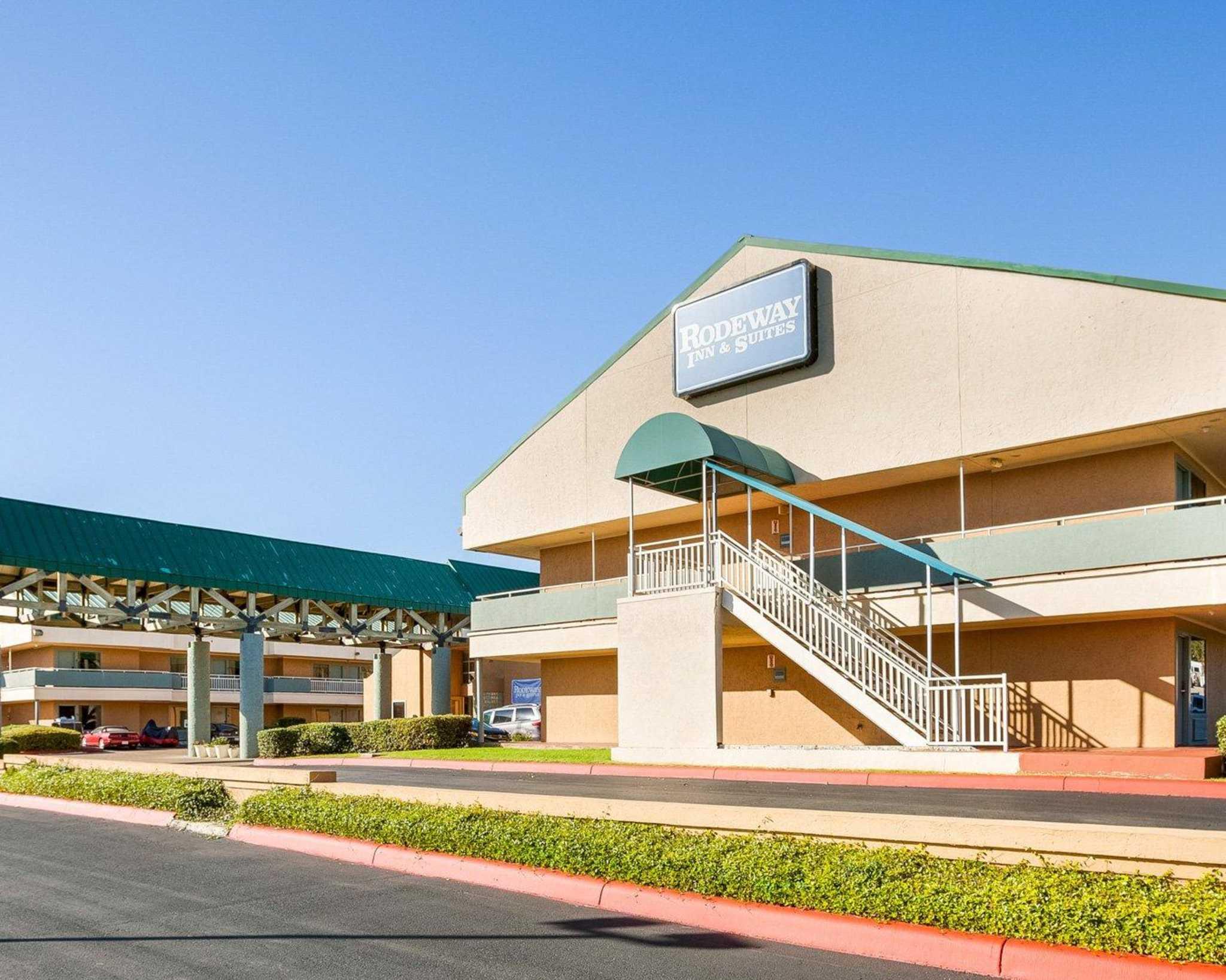 Rodeway Inn & Suites Fiesta Park image 2
