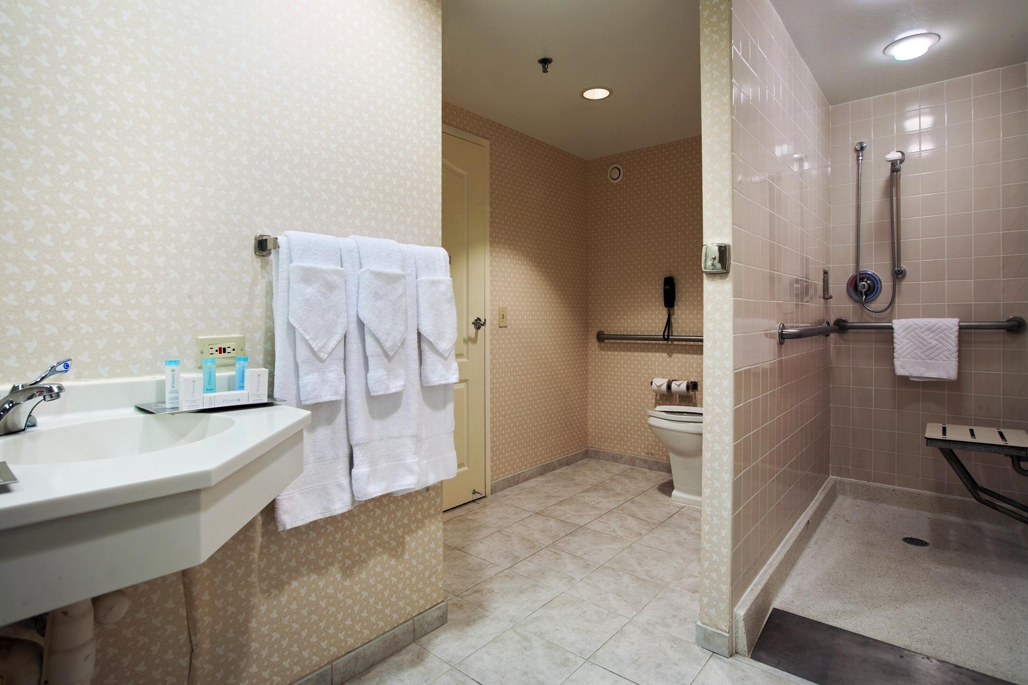 Hilton Chicago/Oak Brook Suites image 14