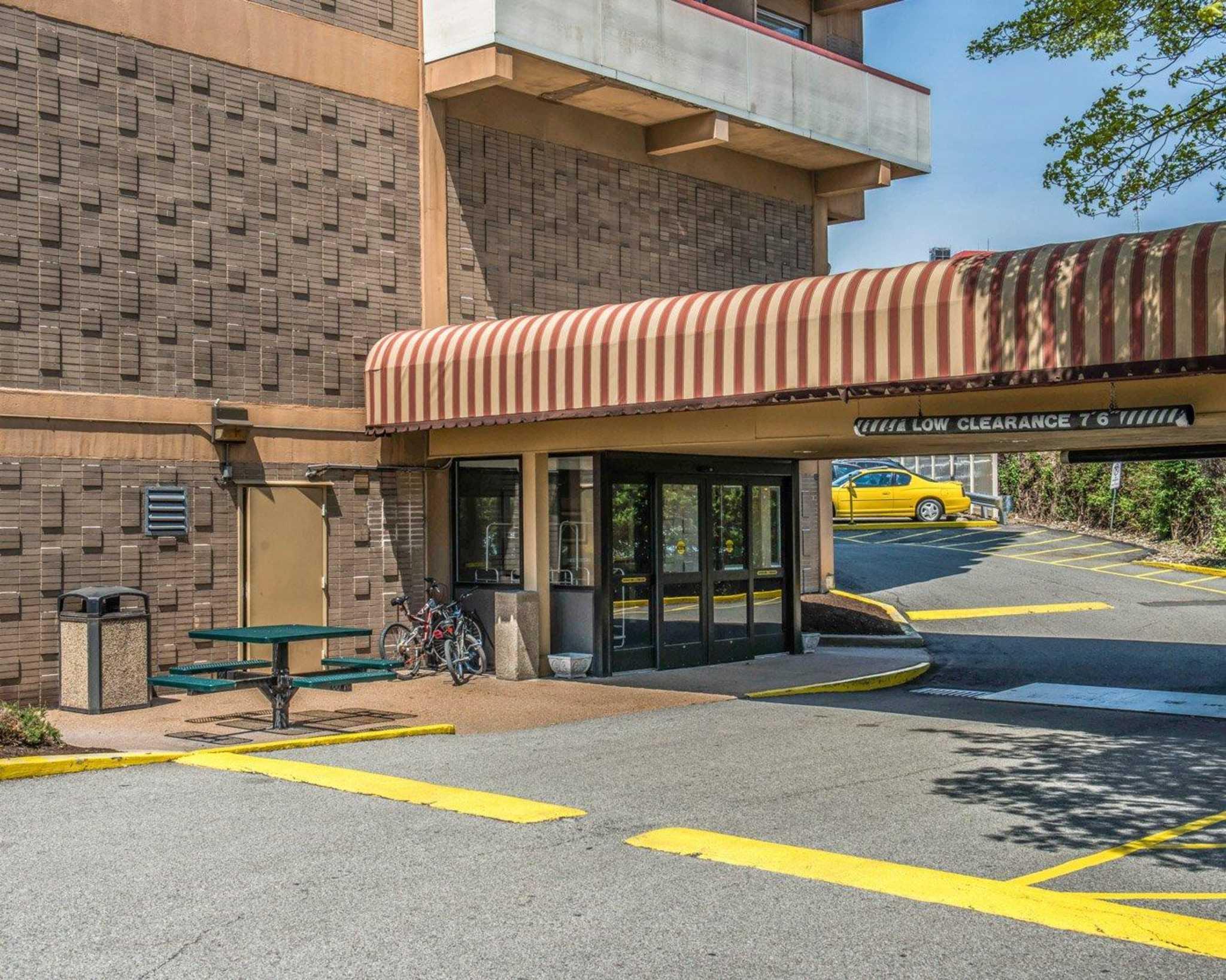 Quality Inn University Center image 4