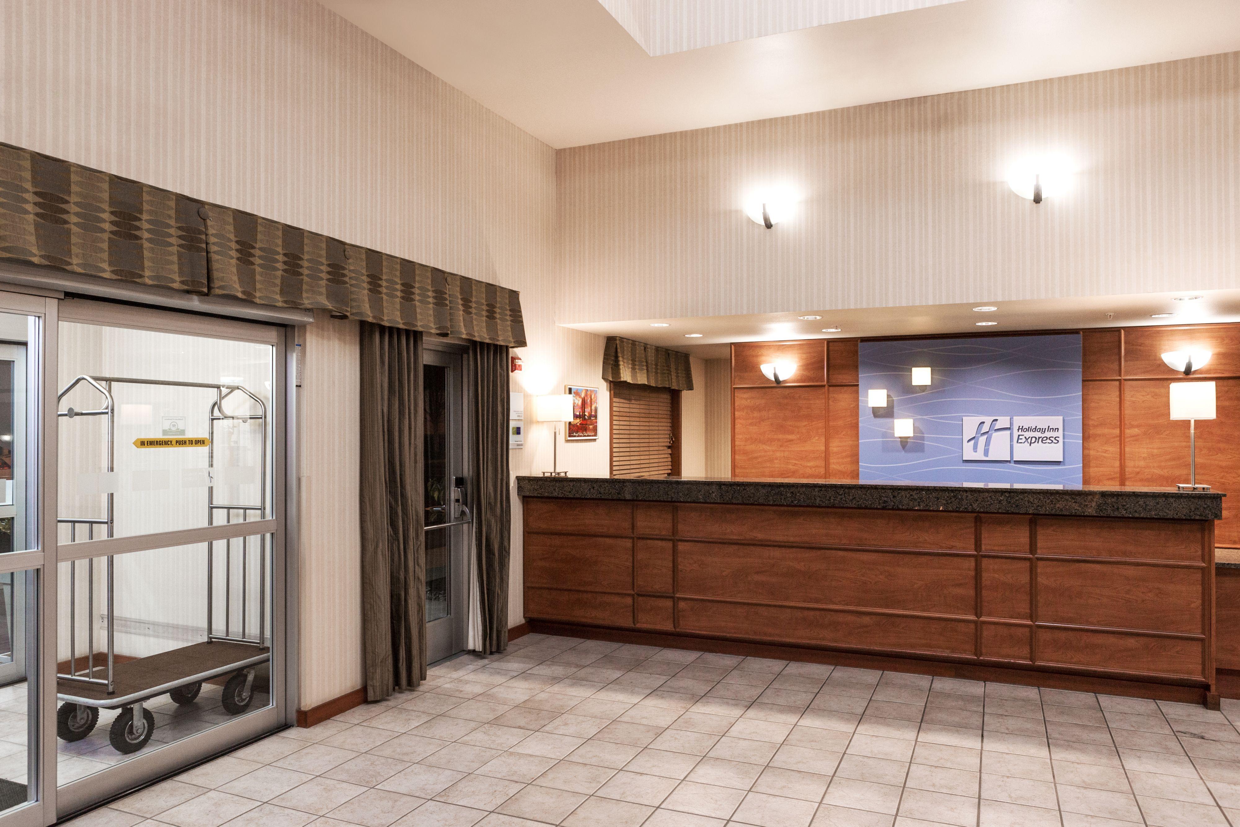 Holiday Inn Express & Suites Burlington image 8