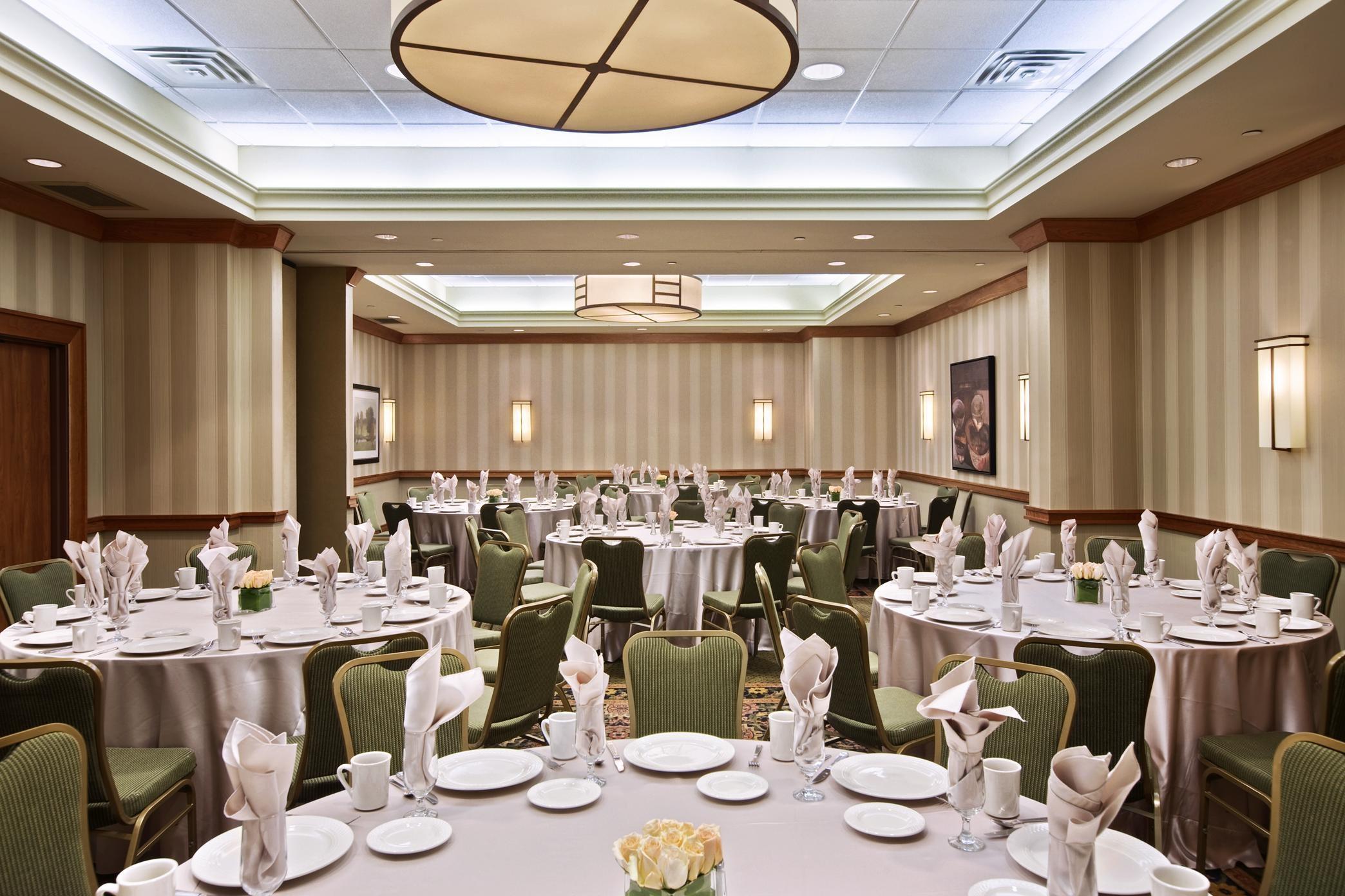Hilton Chicago/Oak Brook Suites image 3