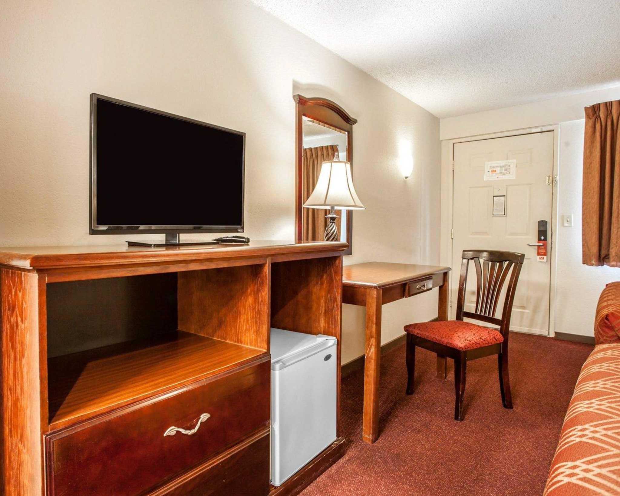 Econo Lodge Renton-Bellevue image 15