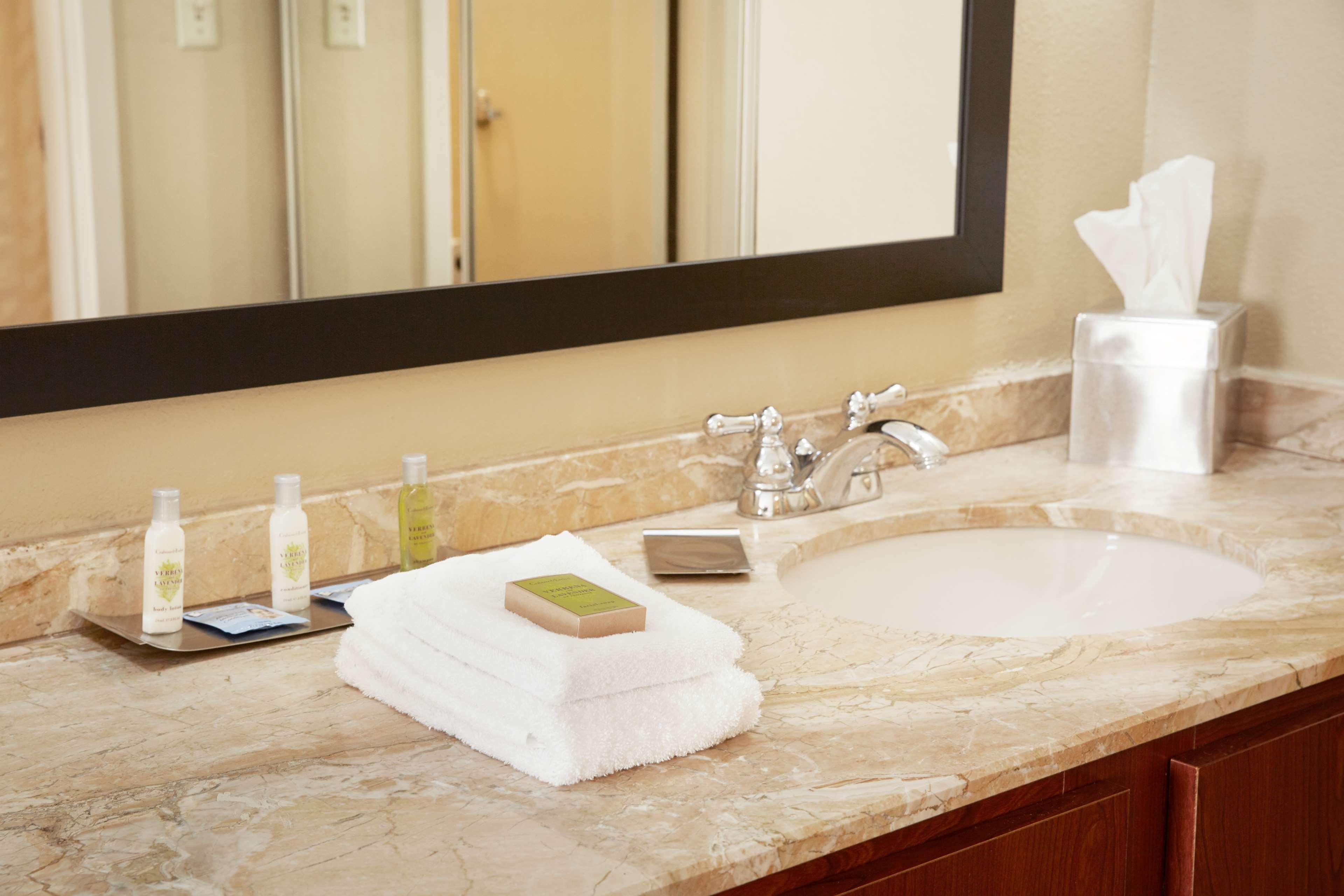 DoubleTree Suites by Hilton Hotel Cincinnati - Blue Ash image 18