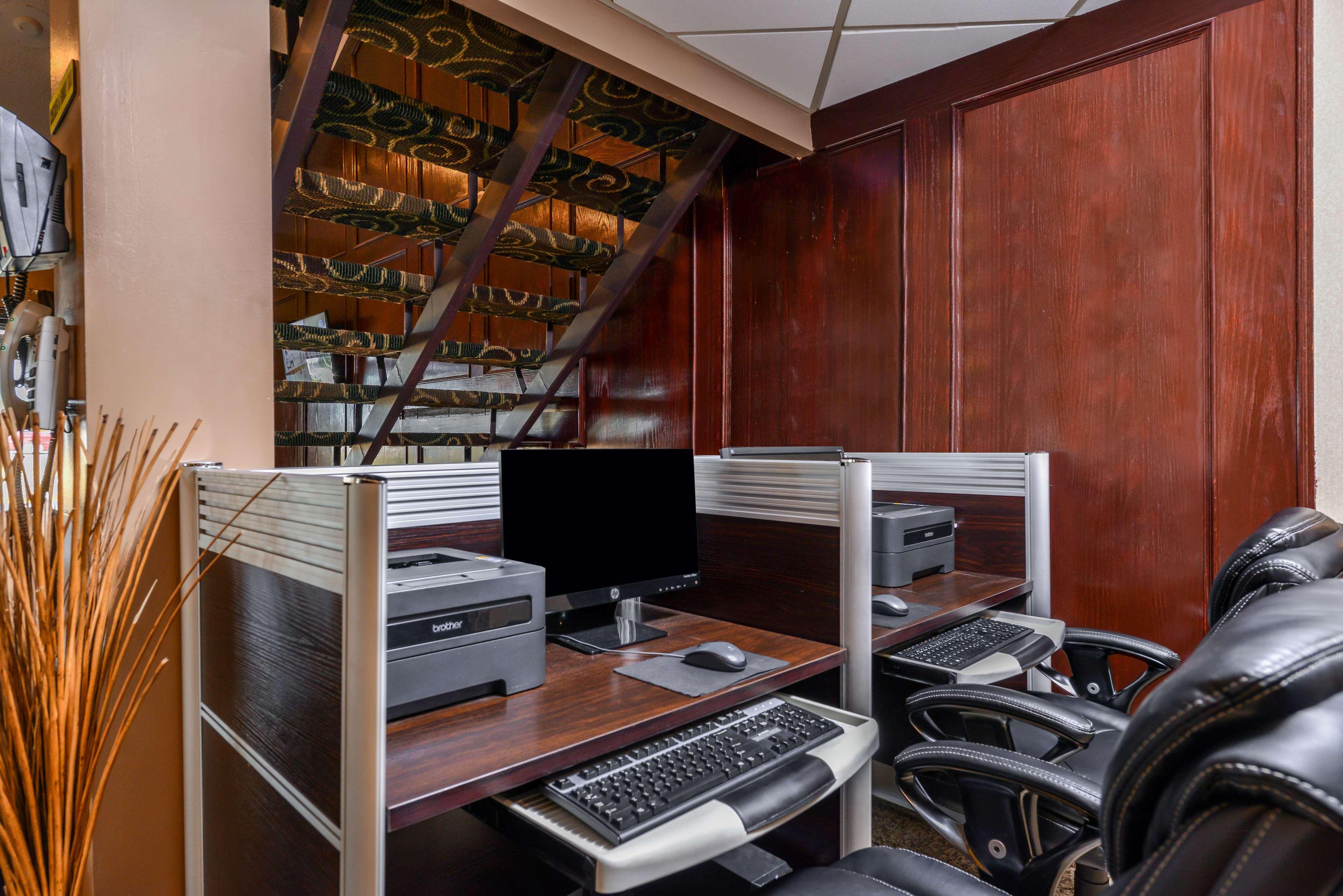 Best Western Marquis Inn & Suites in Prince Albert: Business Center
