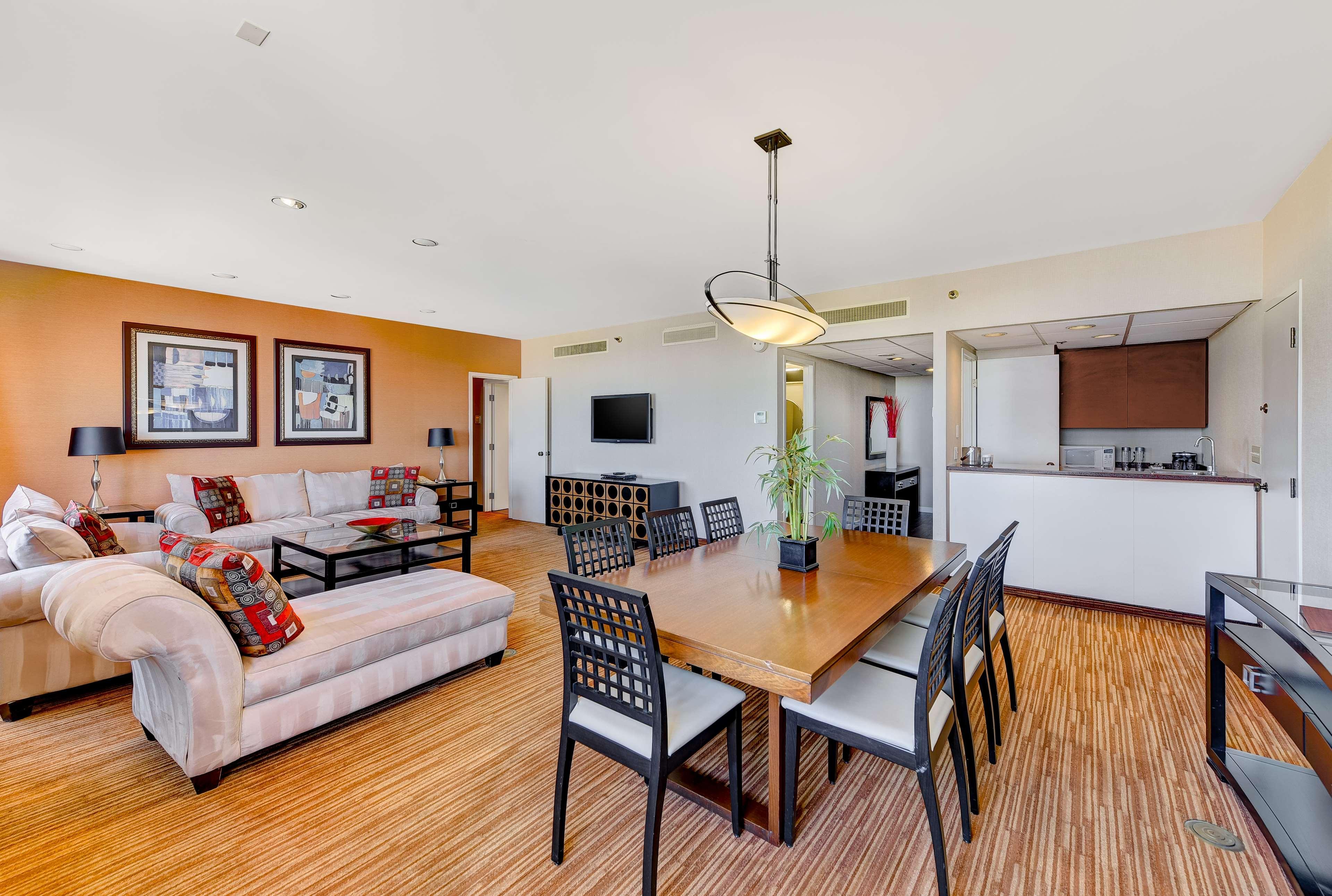 DoubleTree by Hilton Hotel Anaheim - Orange County image 46