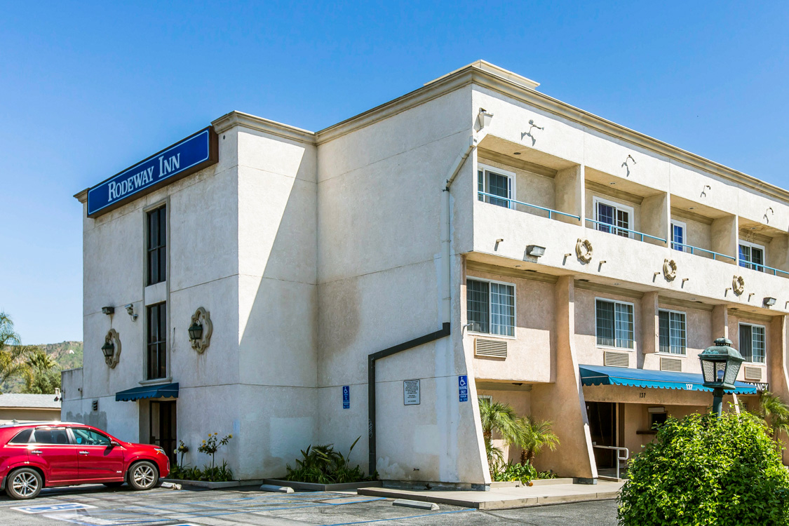 Hotel in CA Azusa 91702 Rodeway Inn 137 East First Street  (626)969-7957