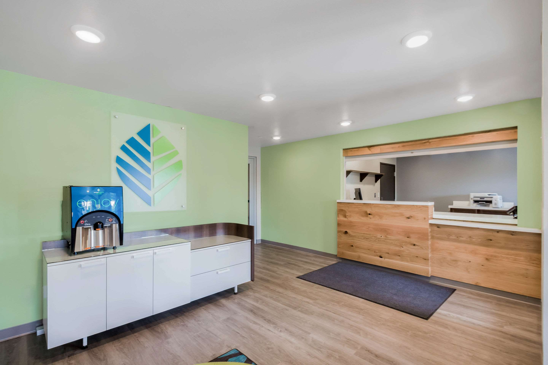 WoodSpring Suites Chicago Addison