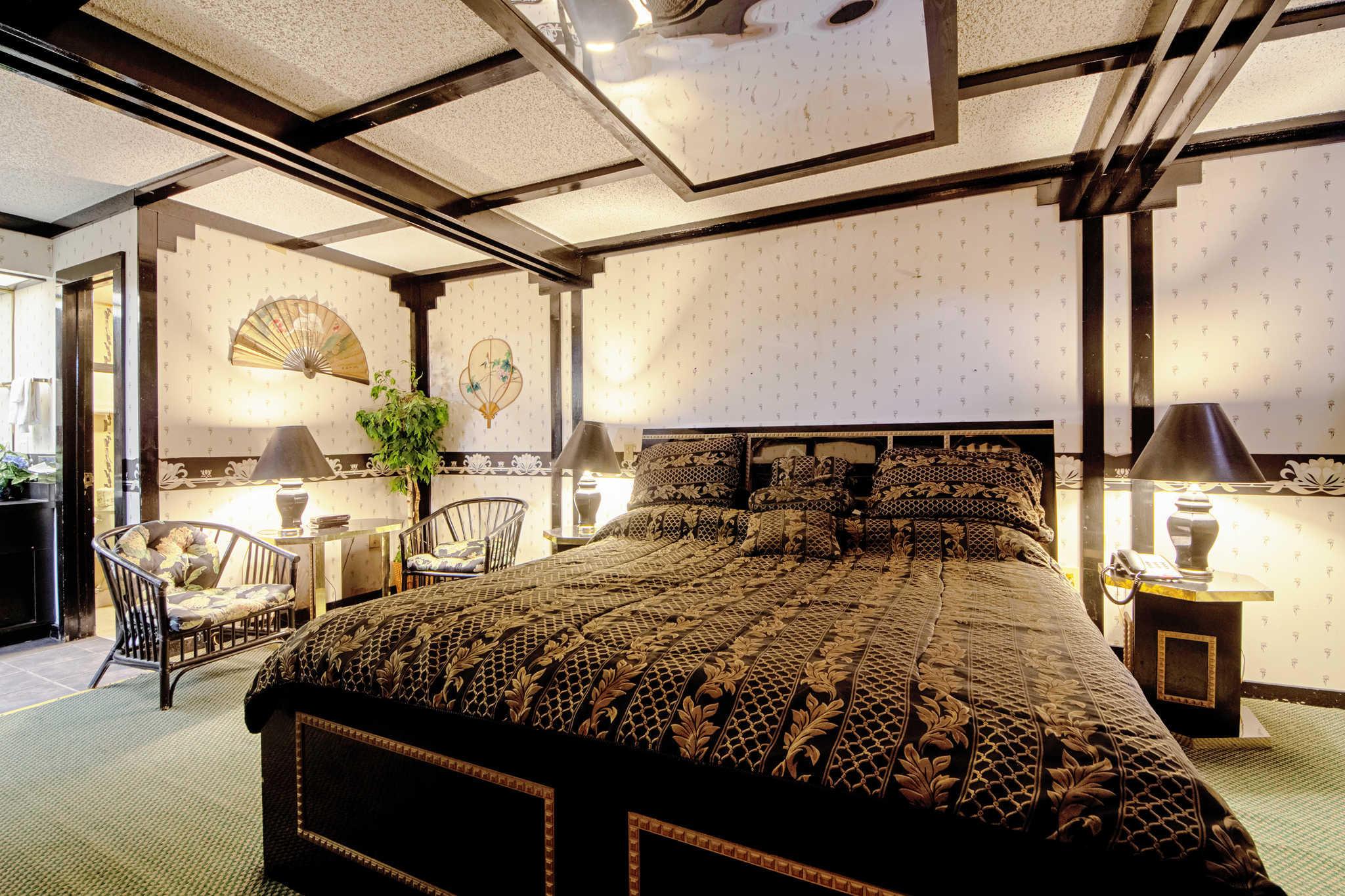 Rodeway Inn & Suites image 45