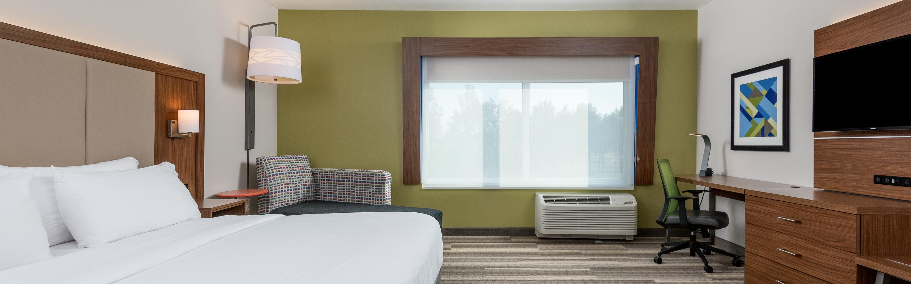Holiday Inn Express & Suites Queensbury - Lake George Area image 1