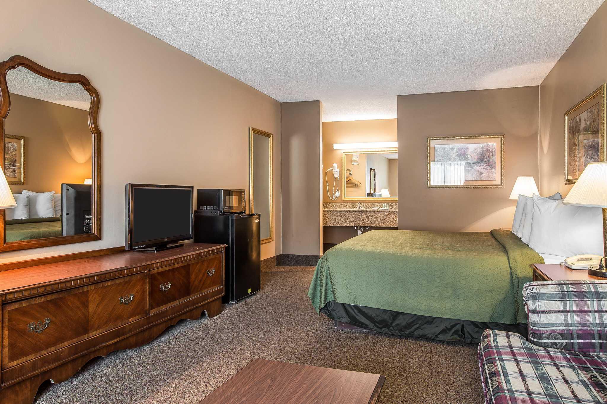Quality Inn & Suites Mt. Chalet image 6