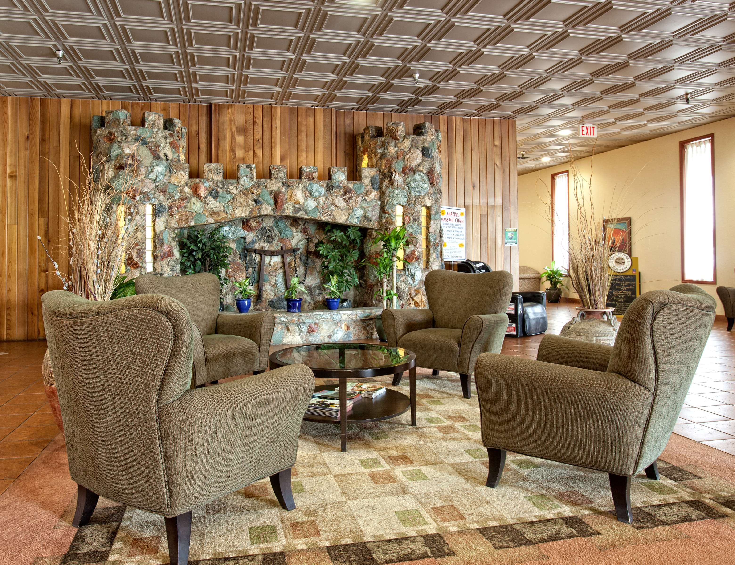 Best Western Rainbow Country Inn in Chilliwack: Comfortable Lobby Seating