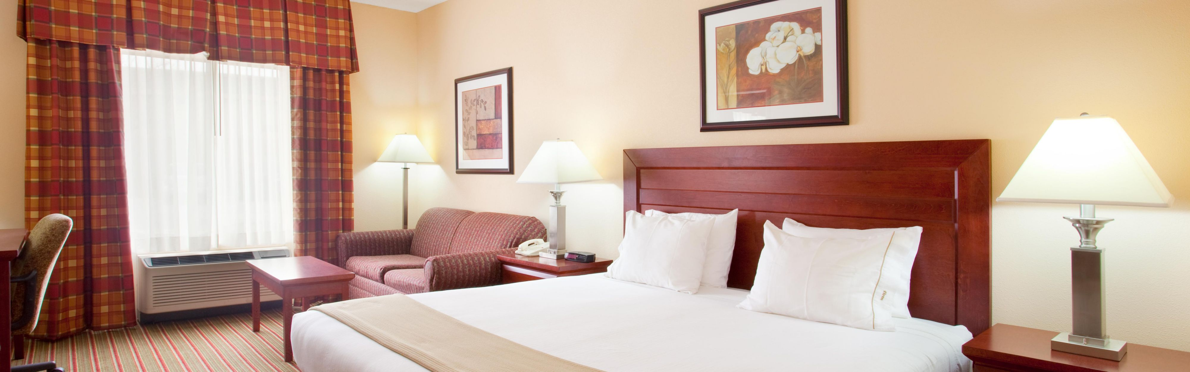 Holiday Inn Express & Suites Bourbonnais (Kankakee/Bradley) image 1