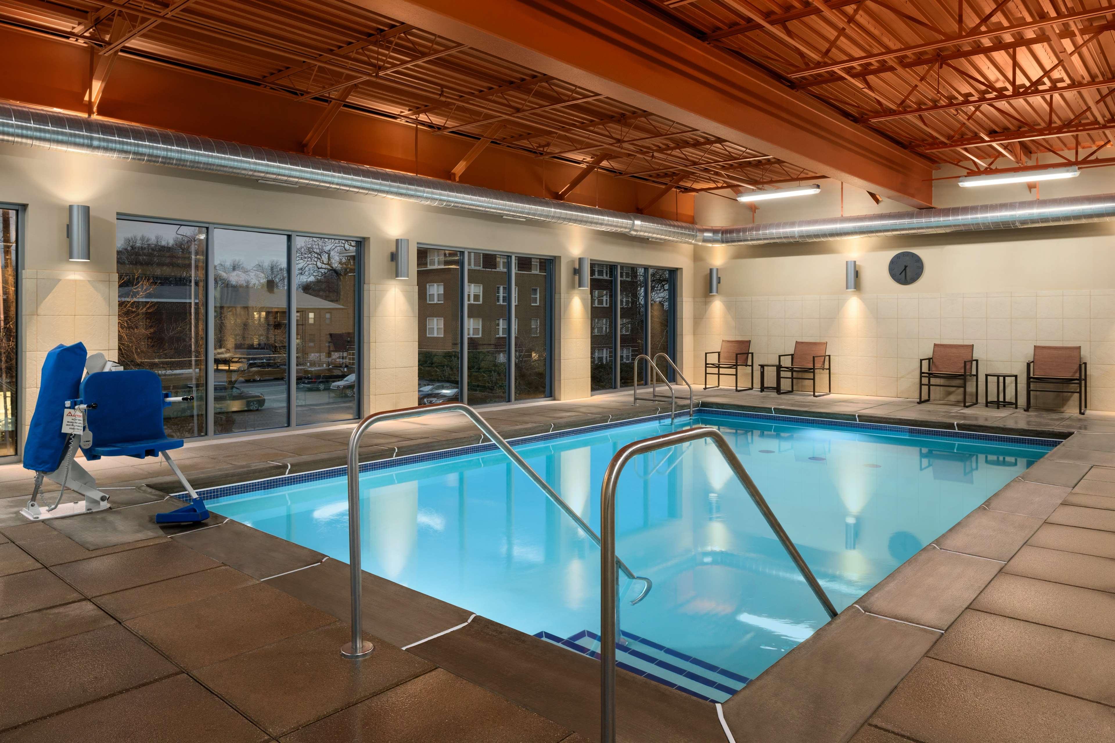 Hampton Inn and Suites Clayton/St Louis-Galleria Area image 7