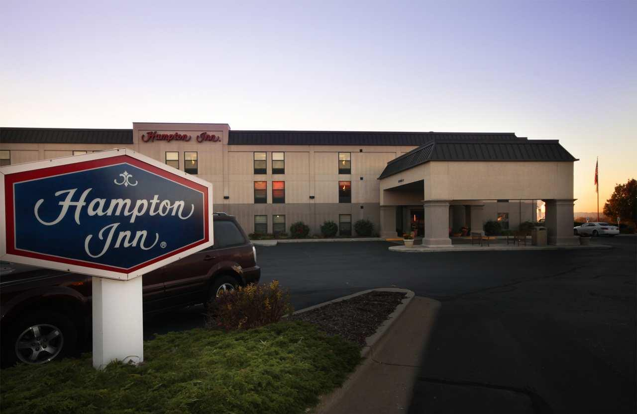 Hampton Inn Grand Rapids-North image 1