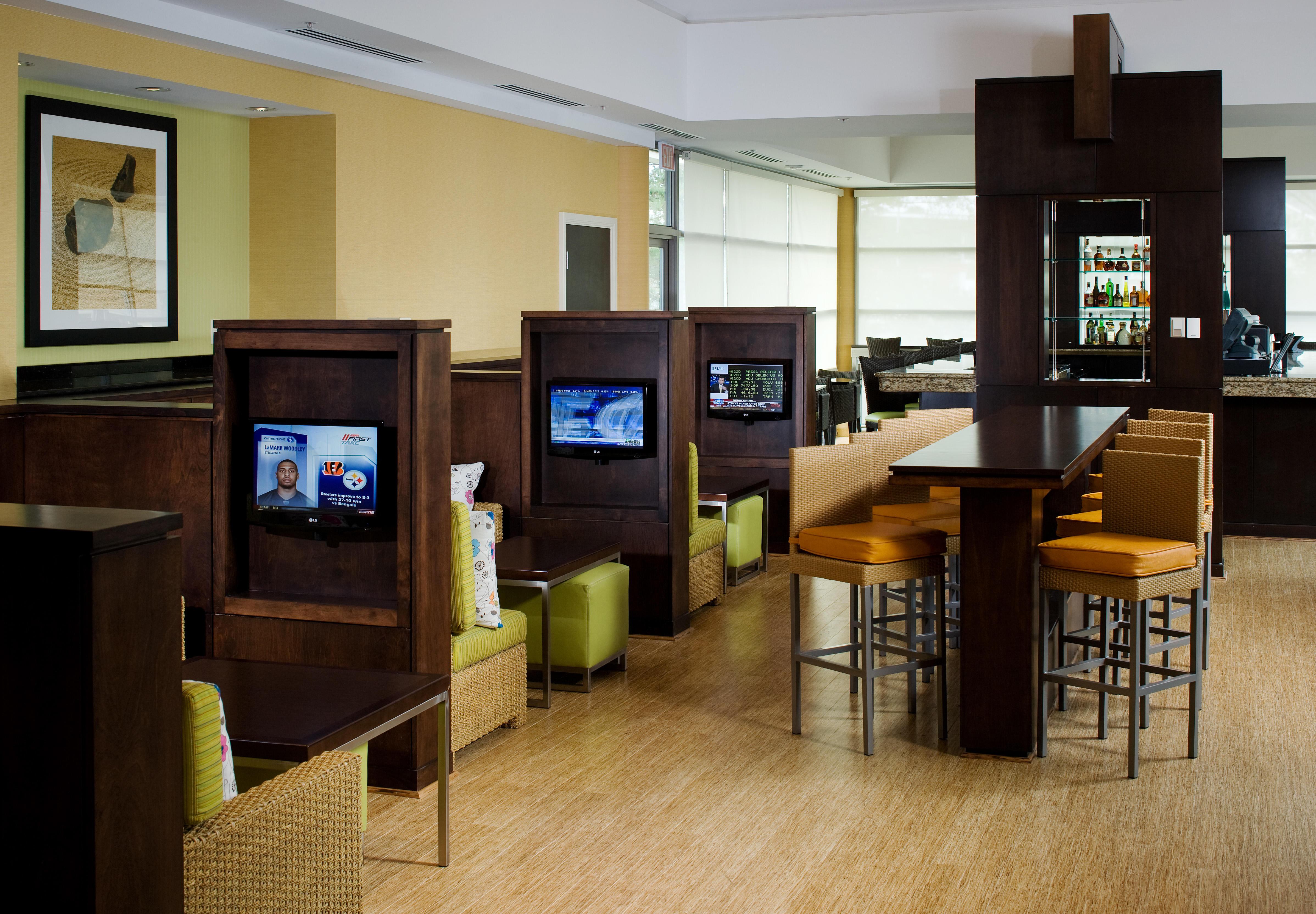 Delta Hotels by Marriott Chesapeake Luminous Lounge