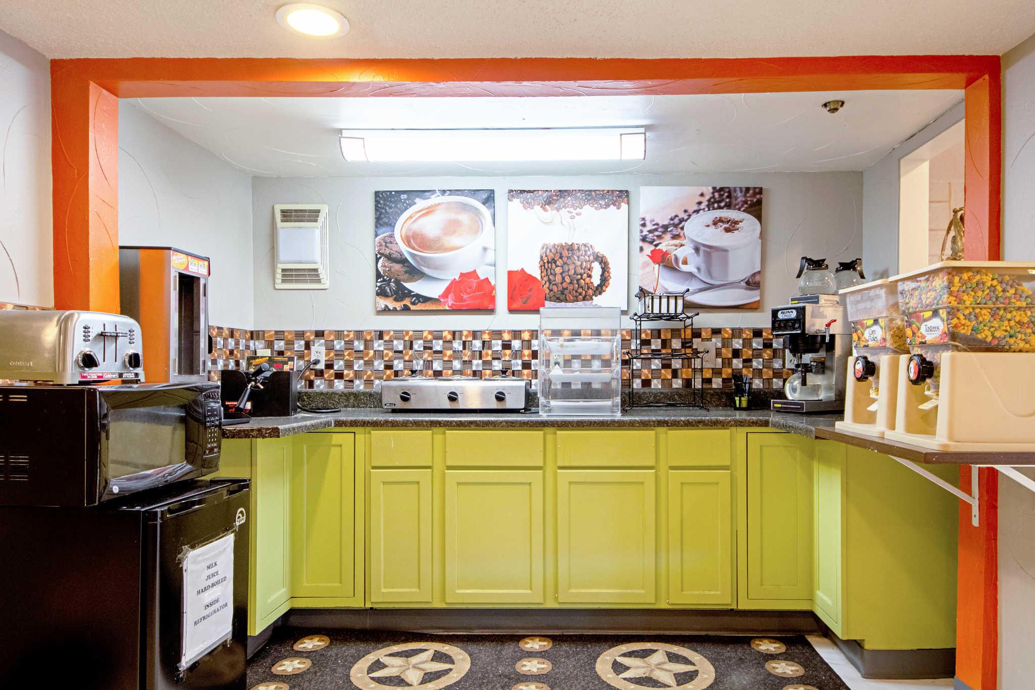 Rodeway Inn & Suites image 54