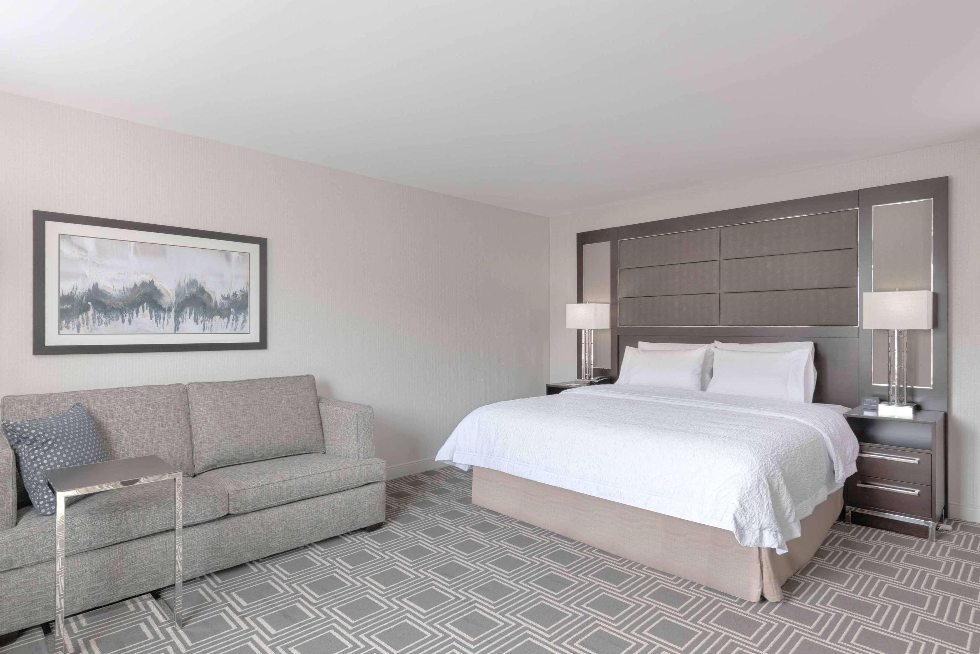 Hampton Inn & Suites Worcester image 23