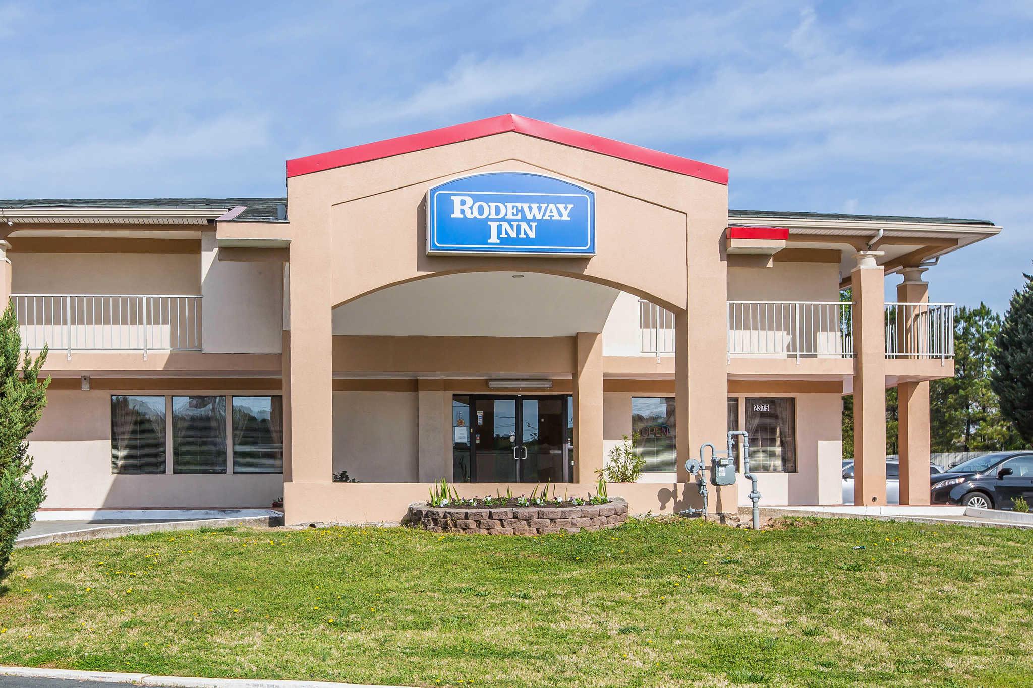 Rodeway Inn & Suites image 0