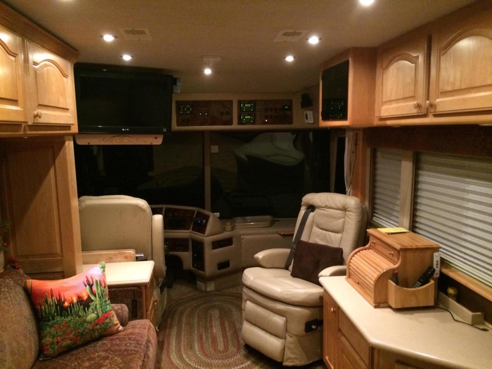 Olstrom Custom Coach image 4
