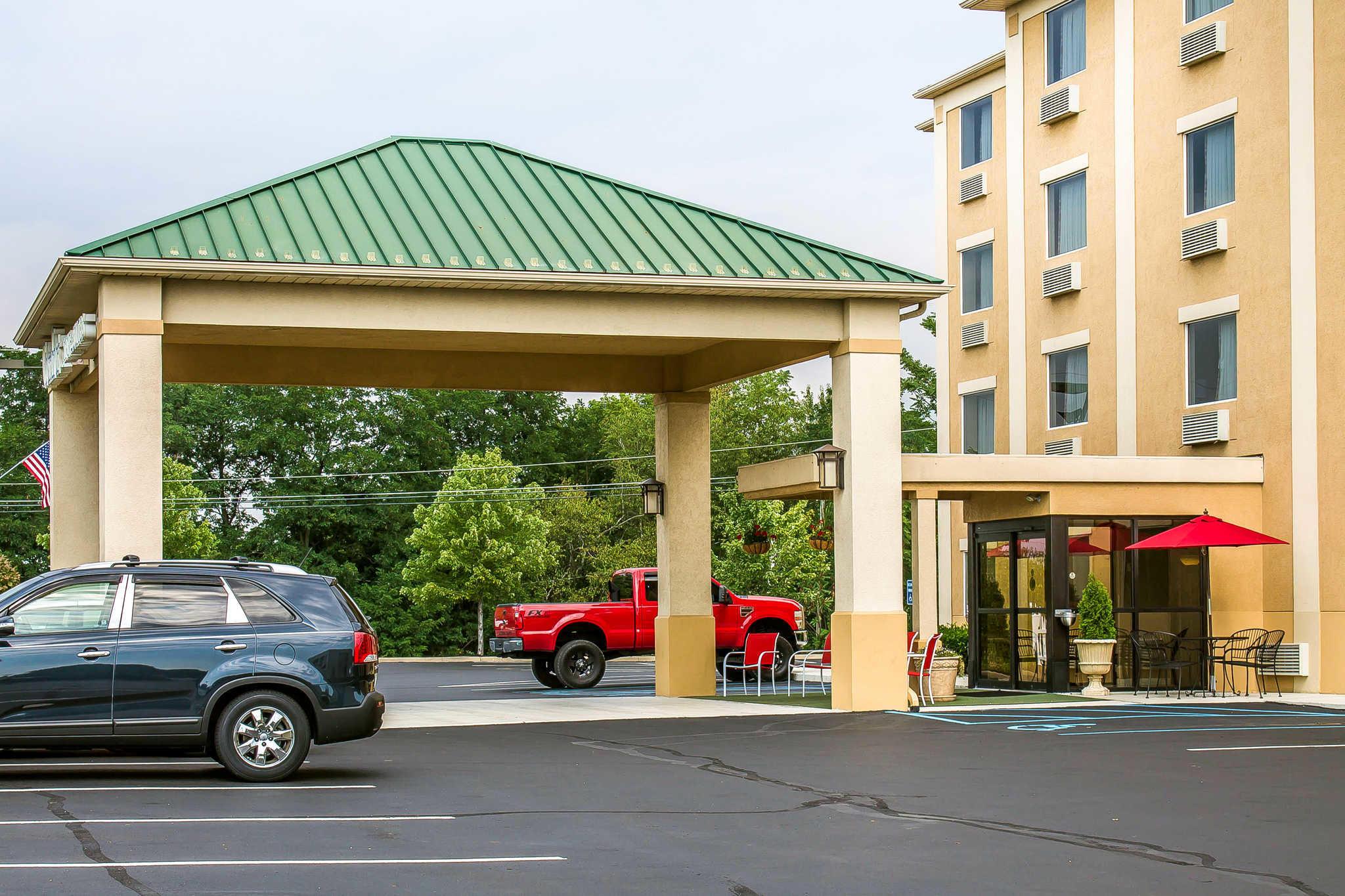 Comfort Inn & Suites image 1