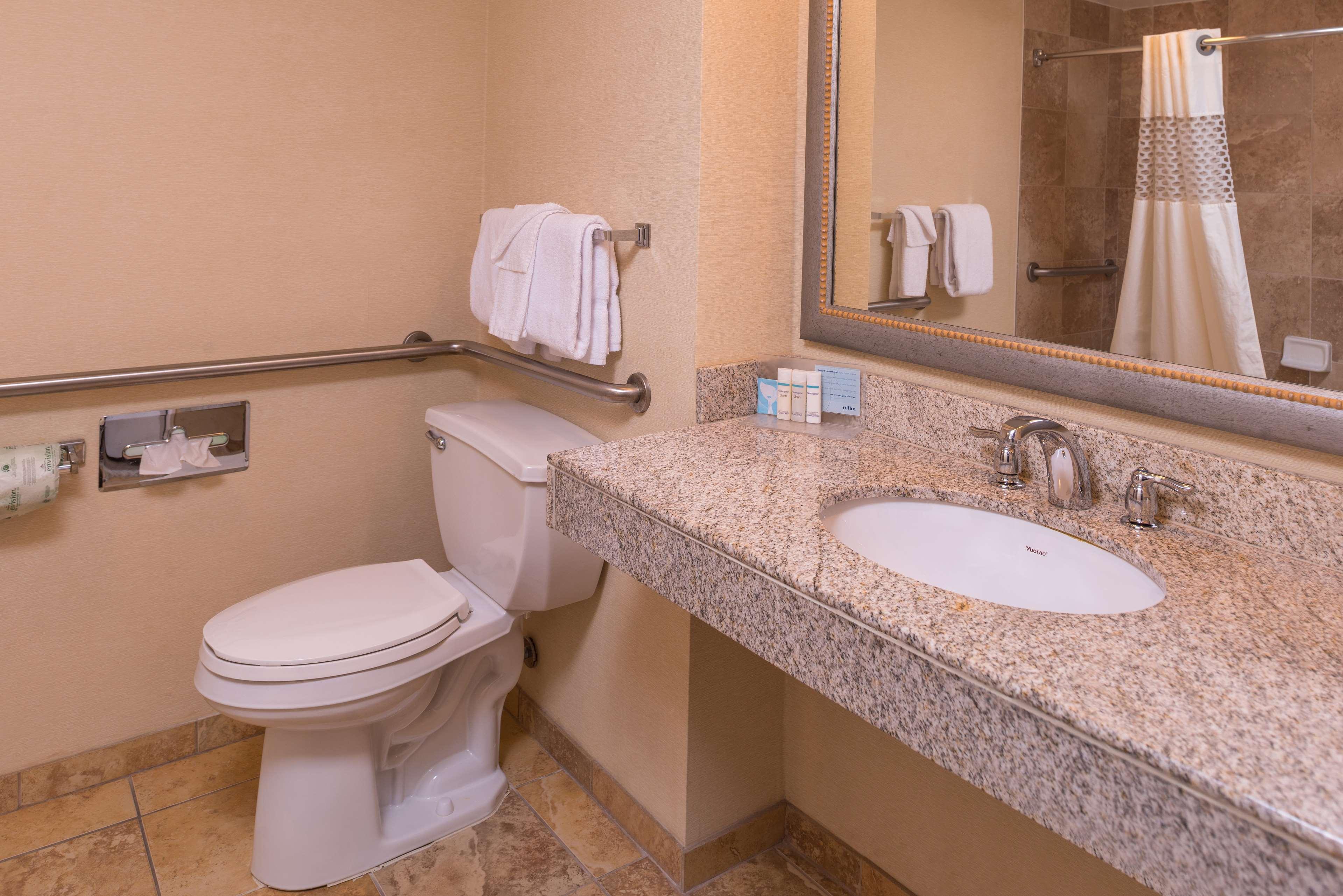 Hampton Inn & Suites Charlotte-Arrowood Rd. image 32